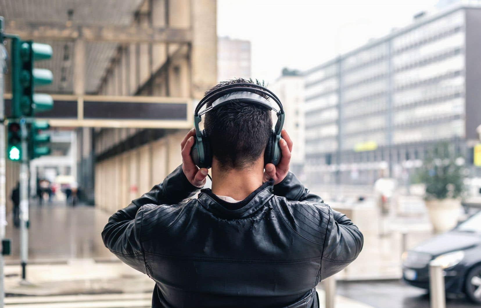 Au Canada, les différentes plateformes de musique en continu totalisaient 98,2 milliards d'écoutes en 2019.