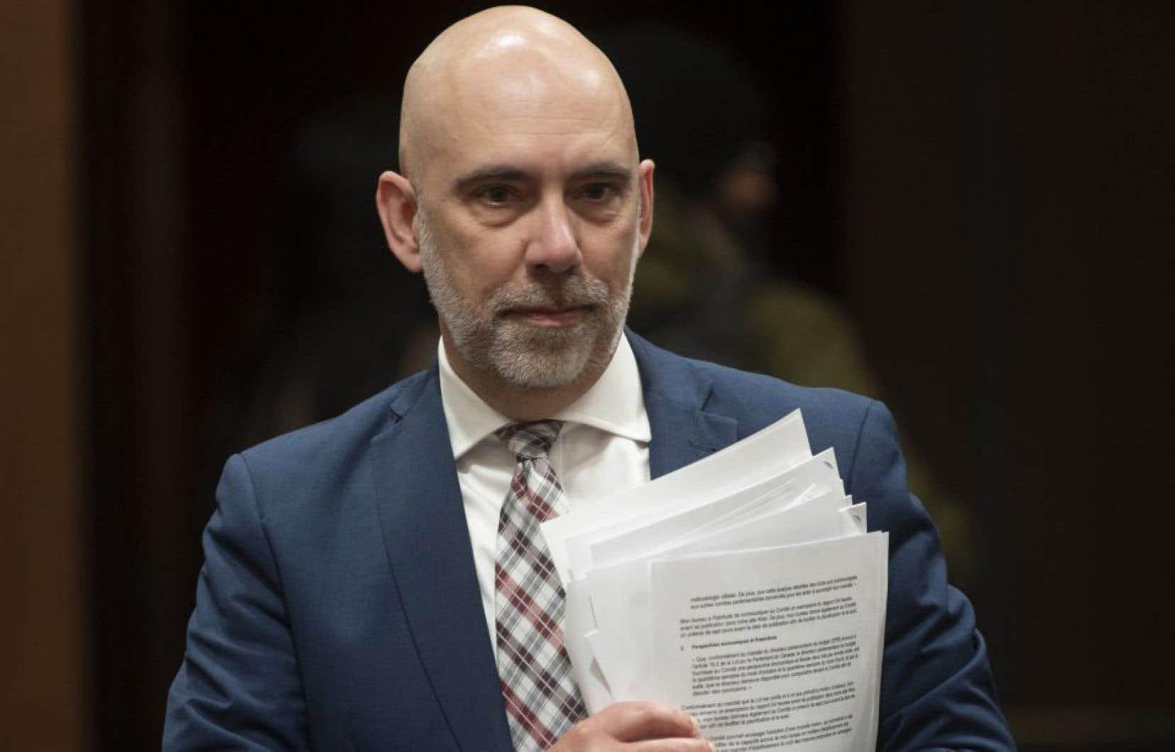 Le directeur parlementaire du budget à Ottawa, Yves Giroux, se dit préoccupé par la situation sans précédent qui vient sans capacité de surveillance immédiate de la part du Parlement.