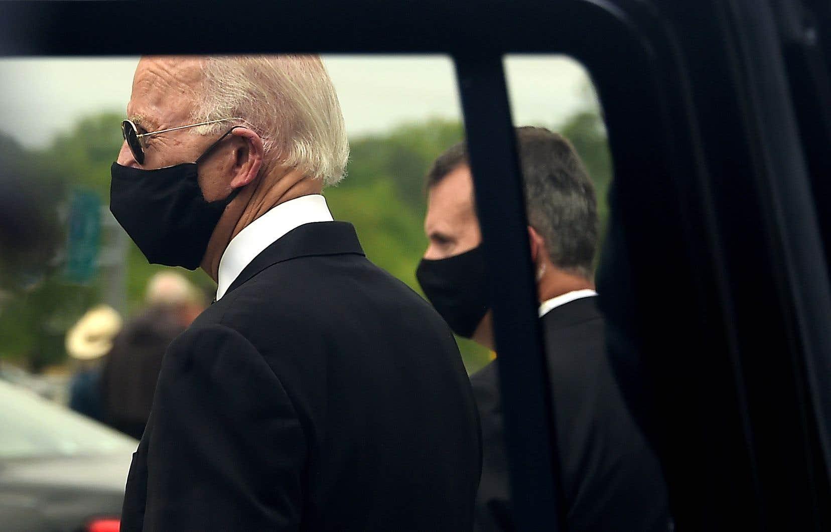 L'ancien vice-président américain a choisi, pour son retour sur le terrain lundi, une journée marquée par la solennité aux États-Unis puisqu'elle célèbre la mémoire des militaires américains tombés au combat.