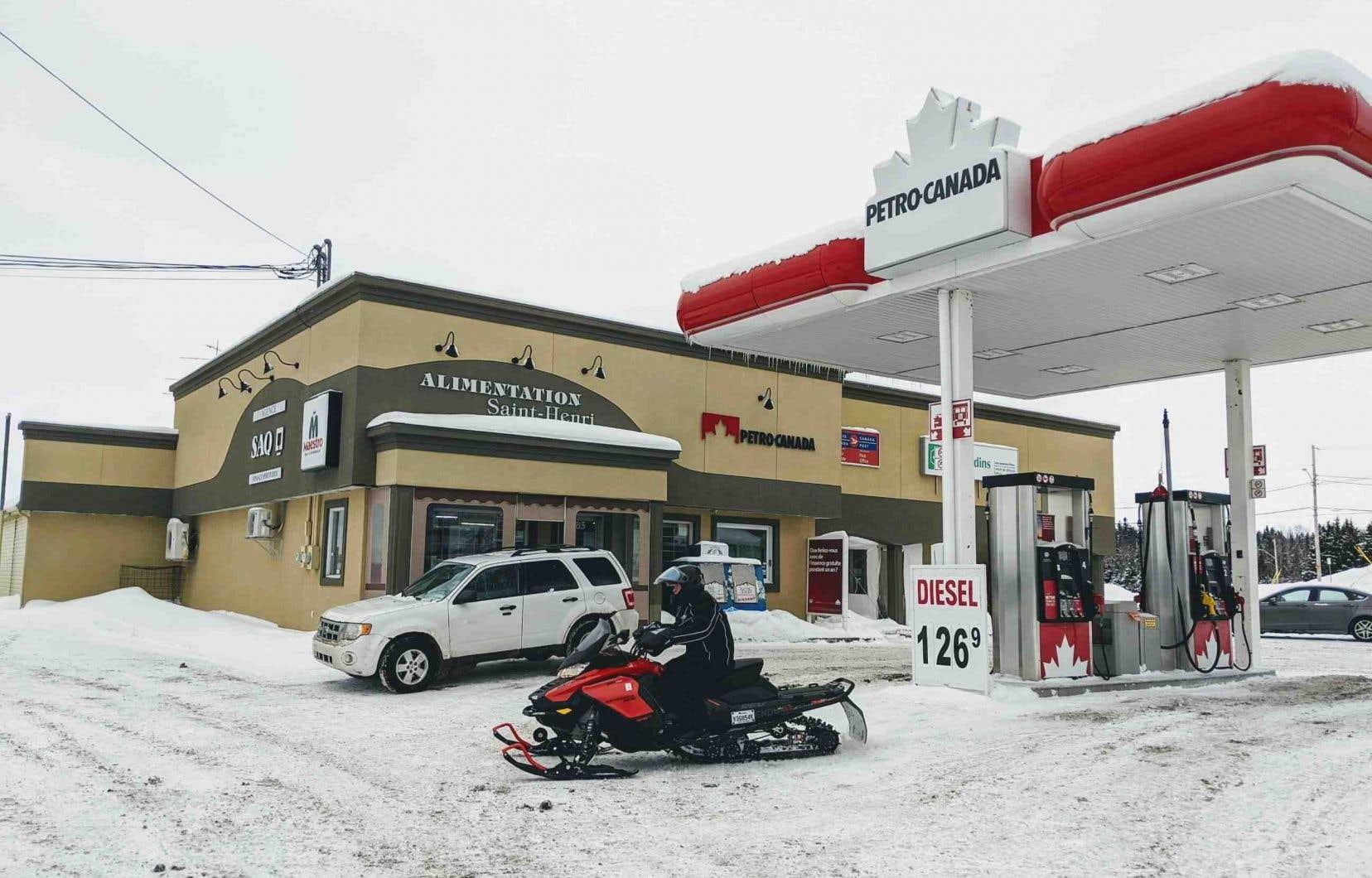 Le 21janvier dernier, l'expédition en motoneige d'un groupe de huit touristes français et de leur guide québécois a tourné au drame dans le secteur de Saint-Henri-de-Taillon, lorsque cinq d'entre eux ont sombré dans le lac Saint-Jean.