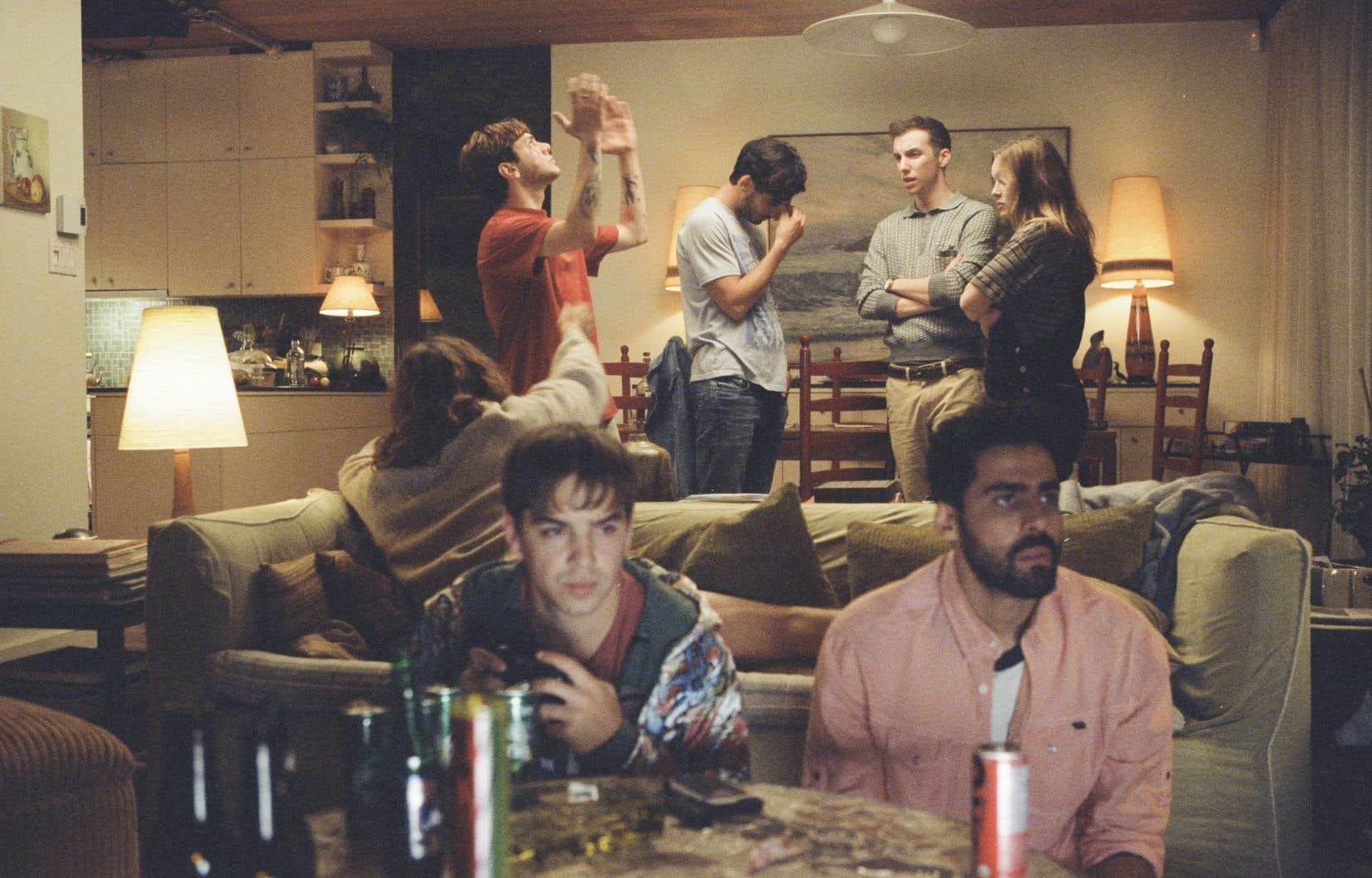Une magnifique histoire d'amitié qui consume tout, et qui cache peut-être l'amour, dans «Matthias et Maxime», de Xavier Dolan. Ou lorsque deux meilleurs amis (Gabriel D'Almeida Freitas et Dolan) n'ayant jamais trop remis en doute leur hétéro-sexualité sont bouleversés d'éprouver des sentiments troubles.