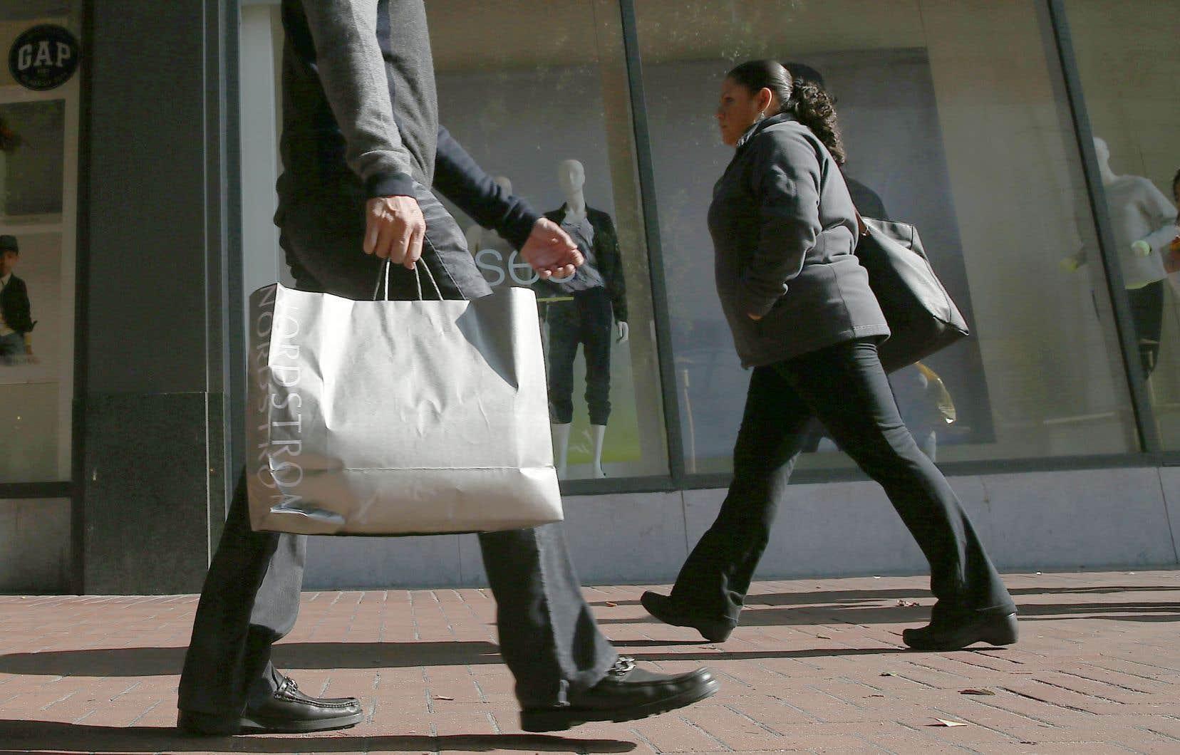 Sondage après sondage, les ménages demeurent prudents, évitent les grandes dépenses et priorisent l'épargne, explique l'économisteSébastien Lavoie.