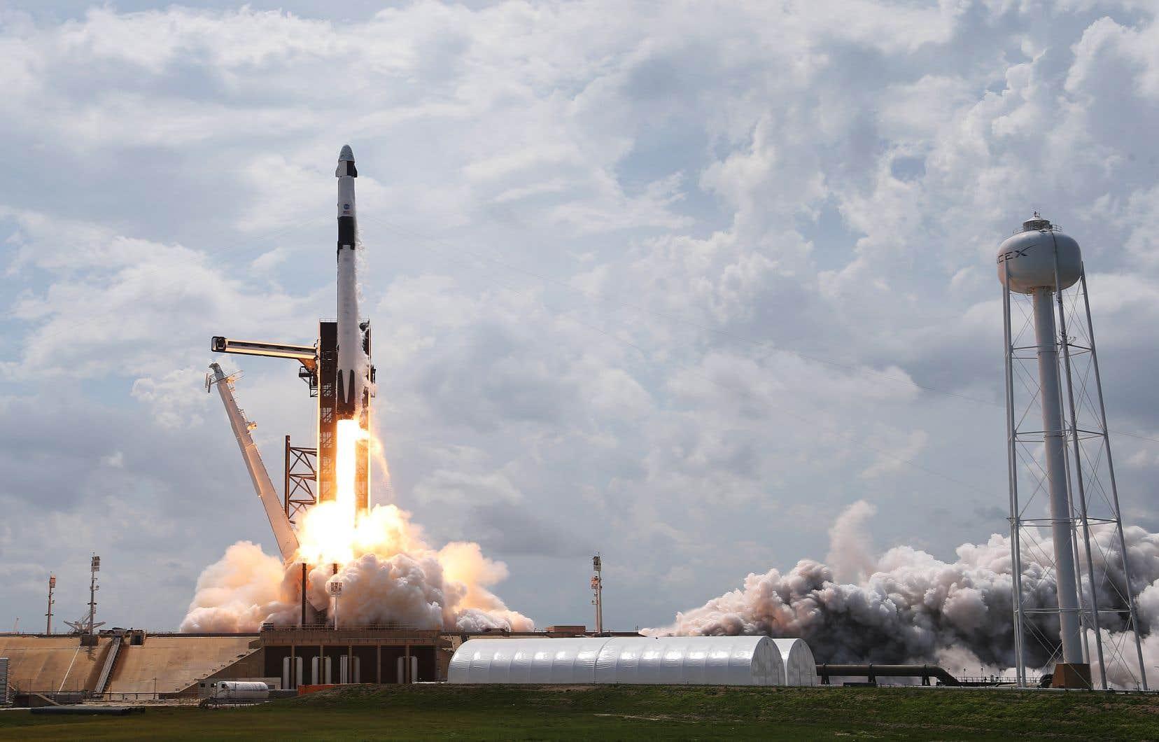 Partie samedi de Floride avec deux astronautes, la nouvelle capsule «Crew Dragon» de SpaceX s'est arrimée dimanche sans encombre à la SSI après un vol de 19heures.