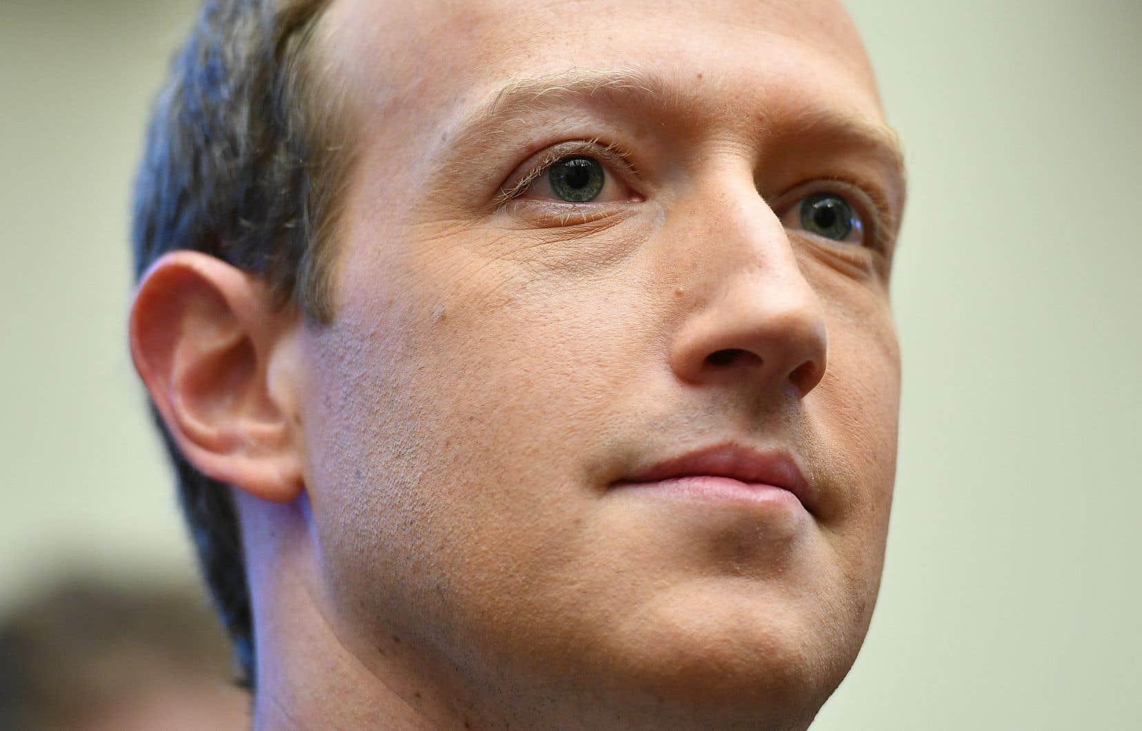 Le patron de Facebook, Mark Zuckerberg, est désavoué publiquement par certains de ces employés pour son inaction face aux déclarations controversées de Donald Trump sur la plateforme.
