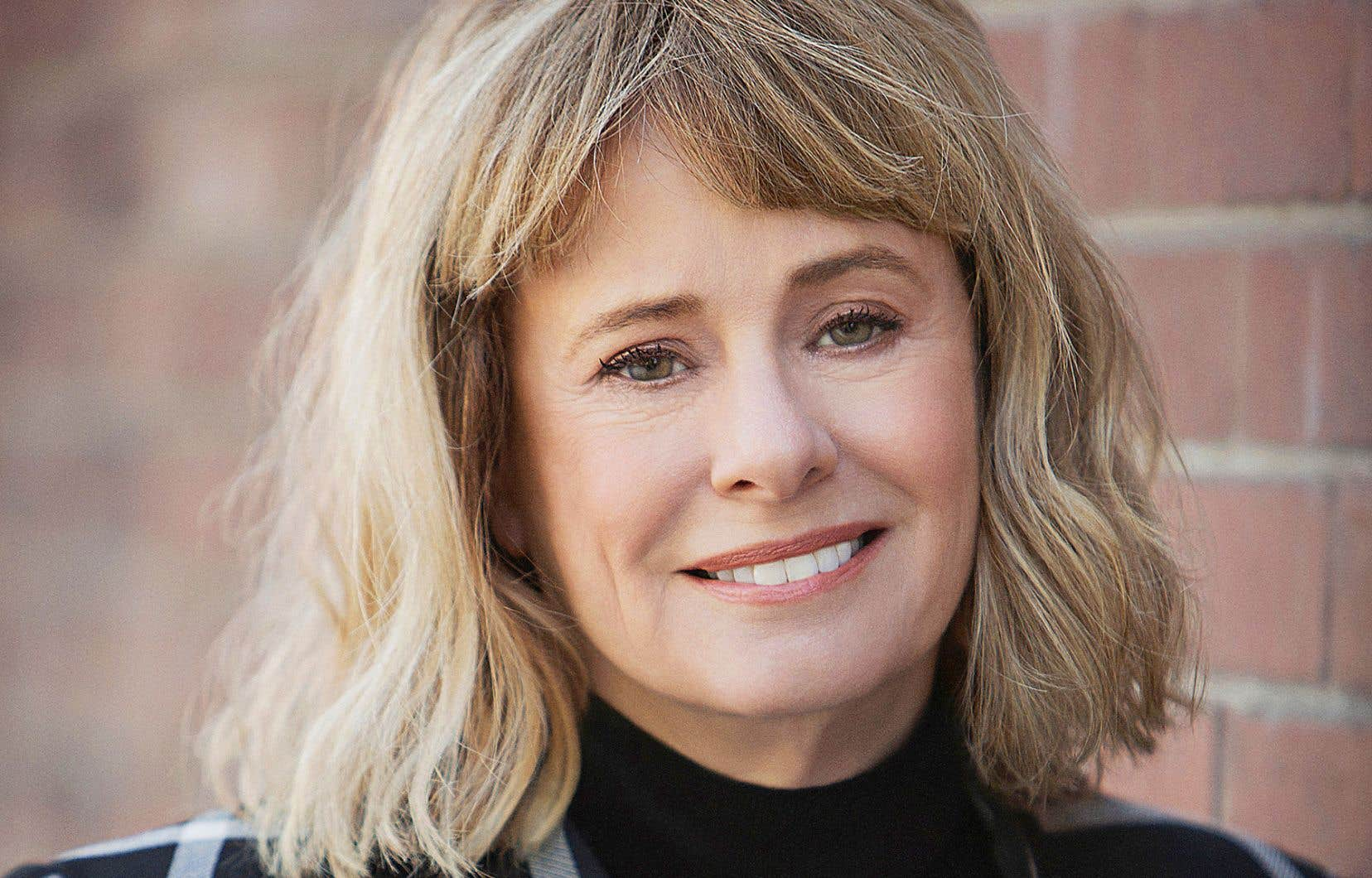 Isolée sans vraiment l'être pendant ce confinement, Kathy Reichs consacre le temps originellement prévu pour la tournée à l'écriture de son prochain roman.