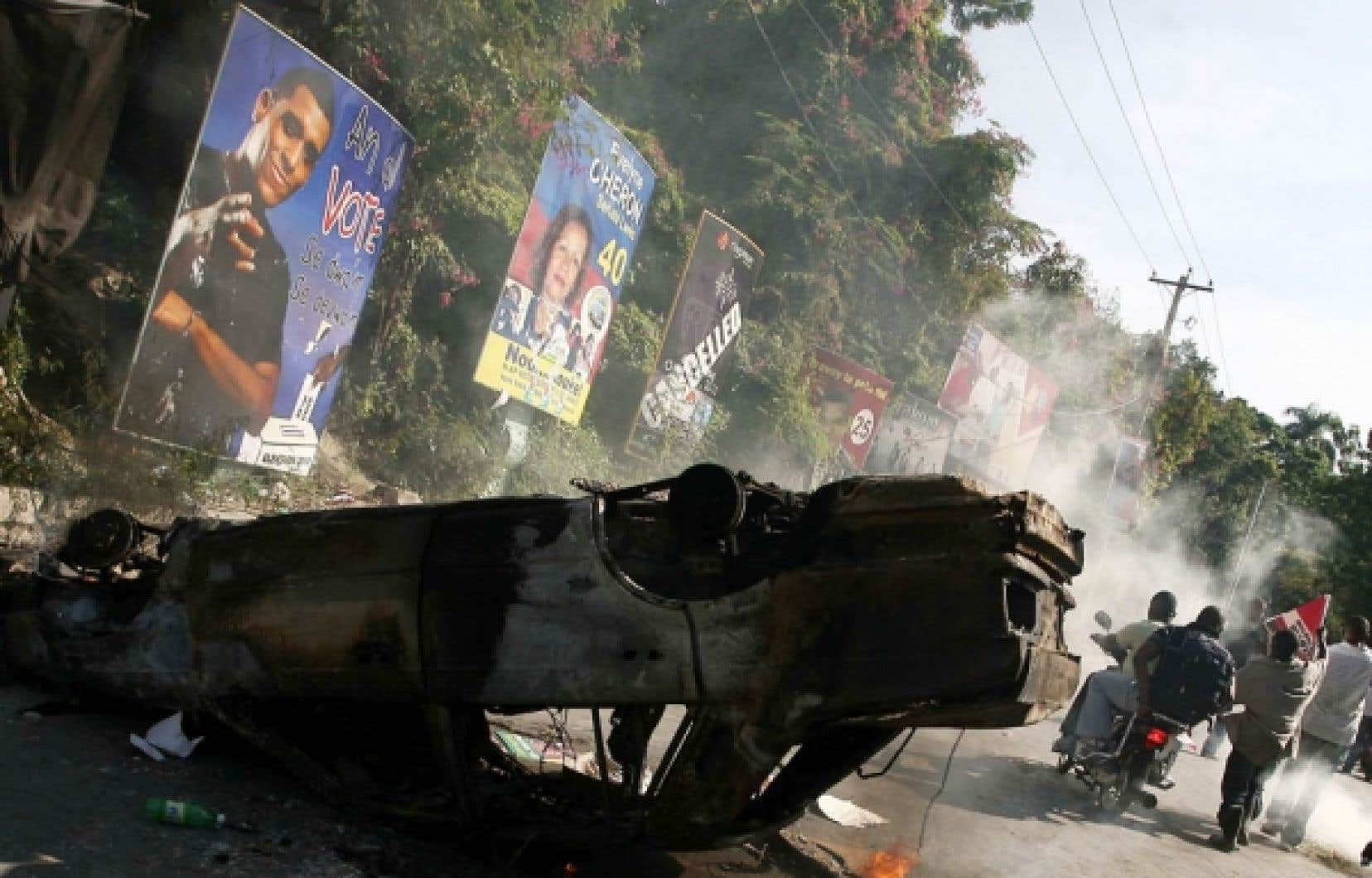 Scène de rue à Port-au-Prince, au lendemain du premier tour des élections de novembre: «Il y aura du grabuge...»
