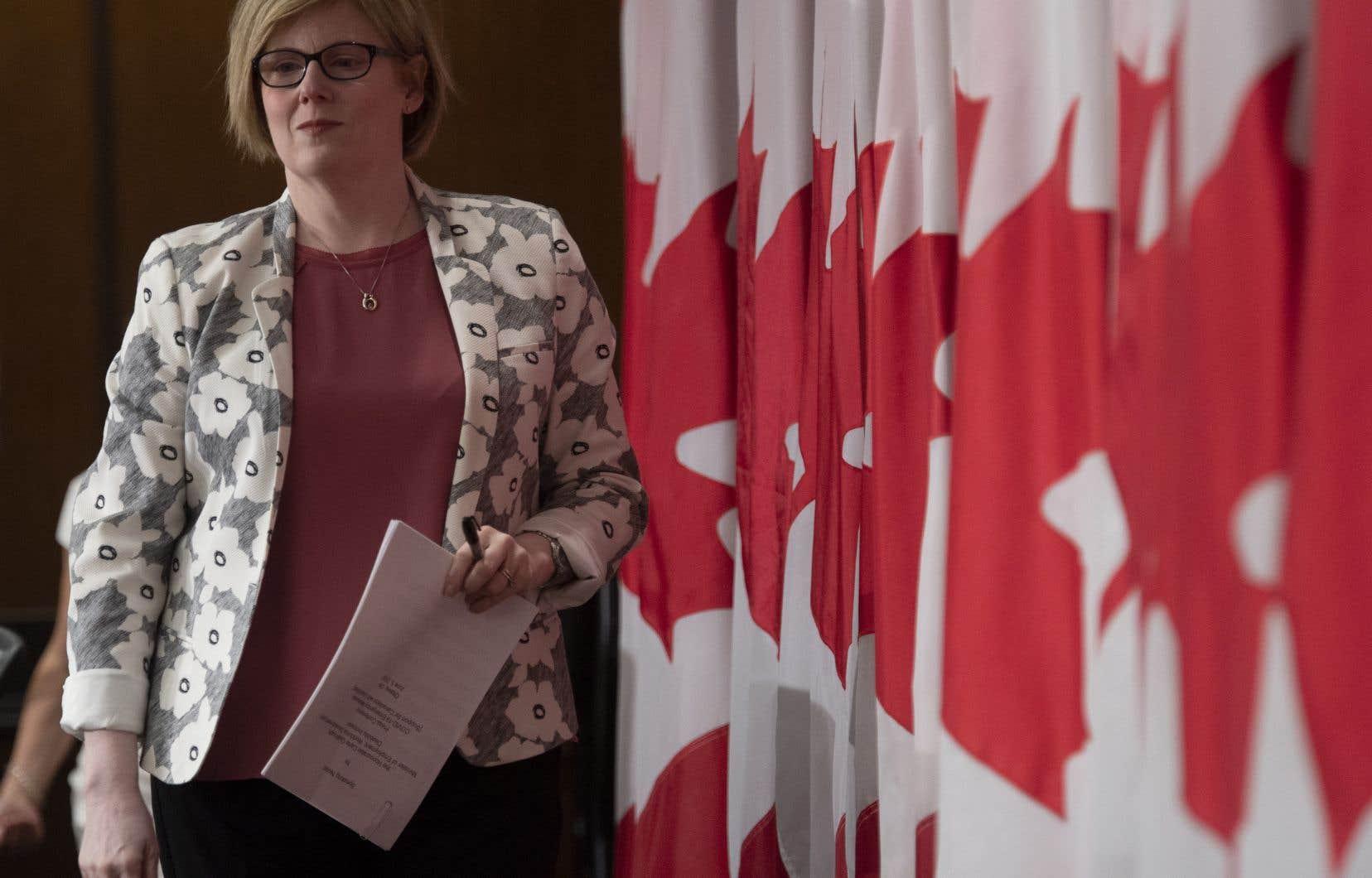 La ministre de l'Emploi, du Développement de la main-d'œuvre et de l'Inclusion des personnes handicapées, Carla Qualtrough.