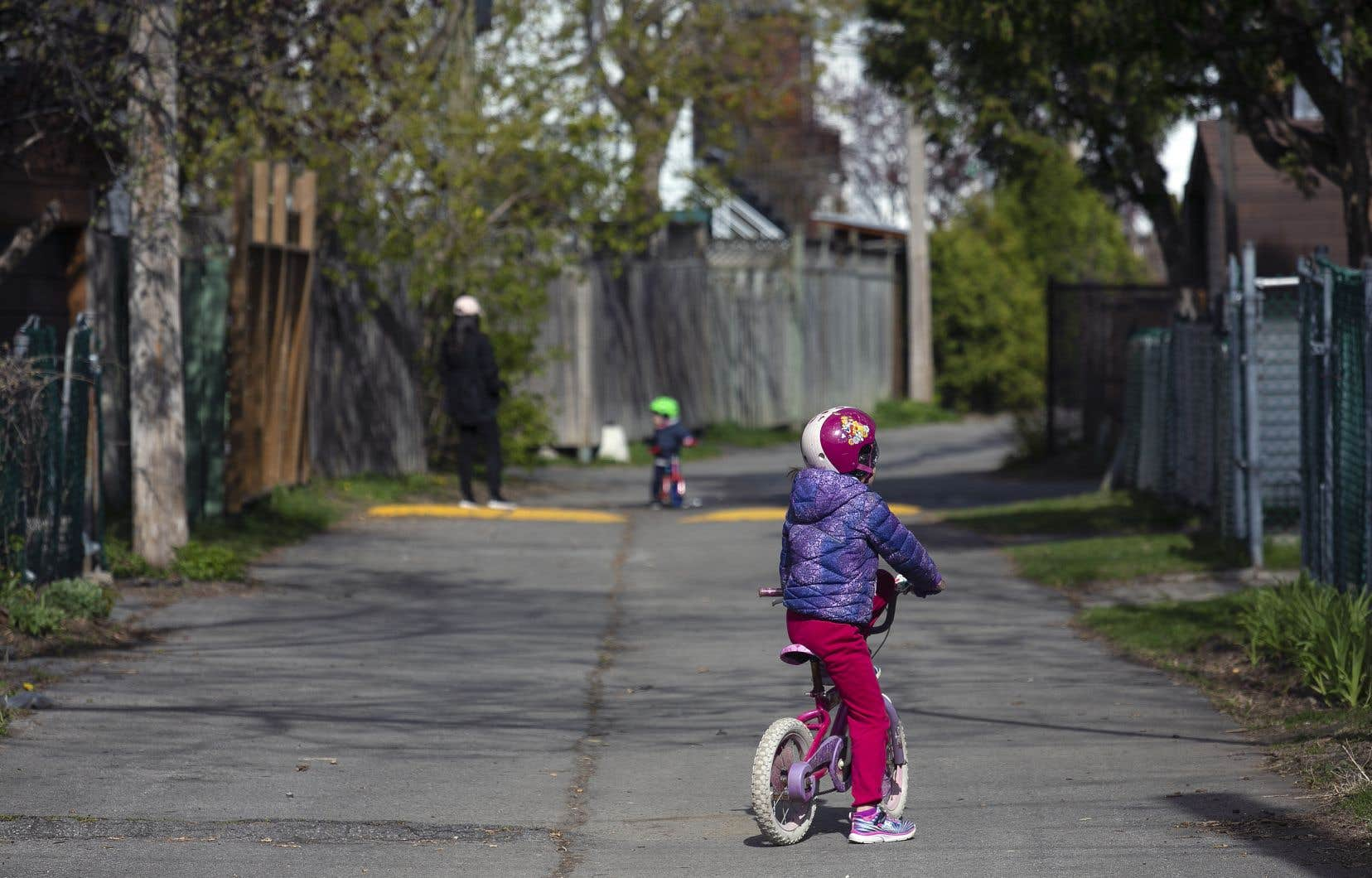 «Les données nous montrent qu'il y a actuellement très peu de transmission des enfants vers les adultes, et donc peu de conséquences sur la santé de la population», écrivent les auteurs.