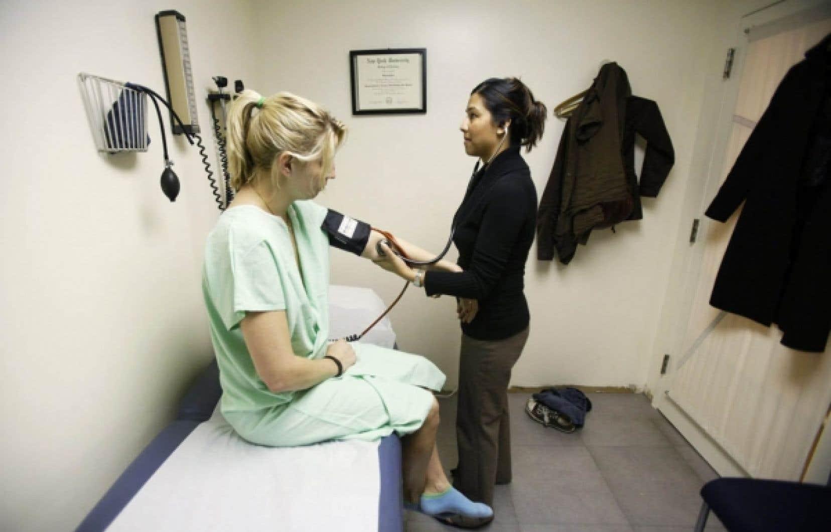 La féminisation de la médecine a amené des changements qui contribuent à la pénurie de médecins.