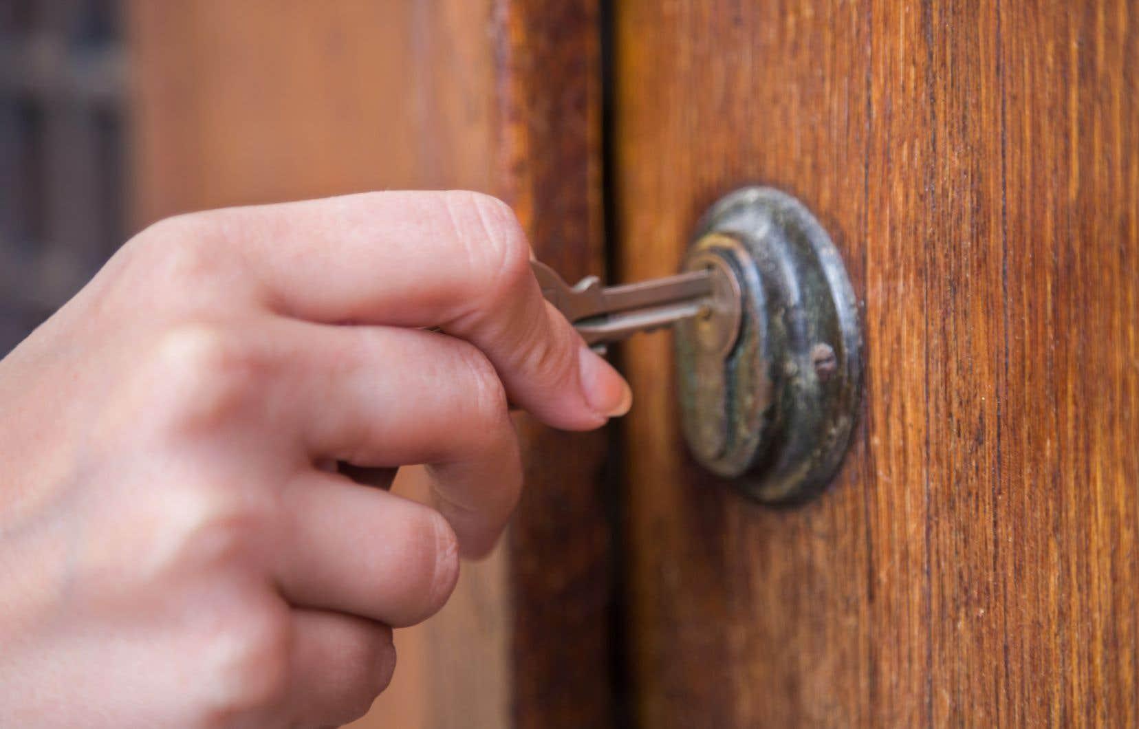 L'agence fédérale a indiqué qu'elle modifiait la cote de crédit nécessaire pour obtenir une assurance hypothécaire.