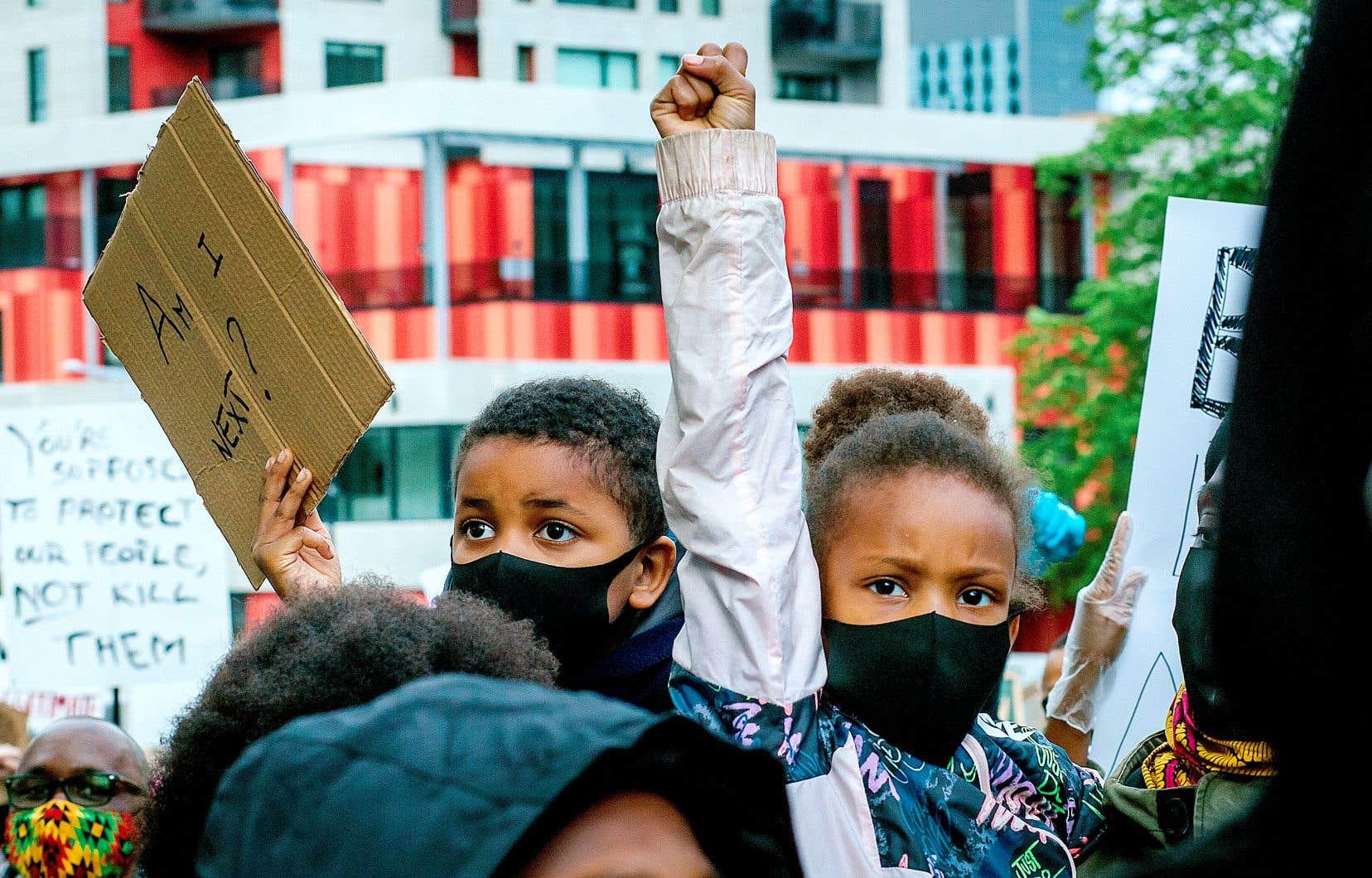 Dans la foulée du décès de George Floyd à Minneapolis, une manifestation contre le racisme a été organisée à Montréal.