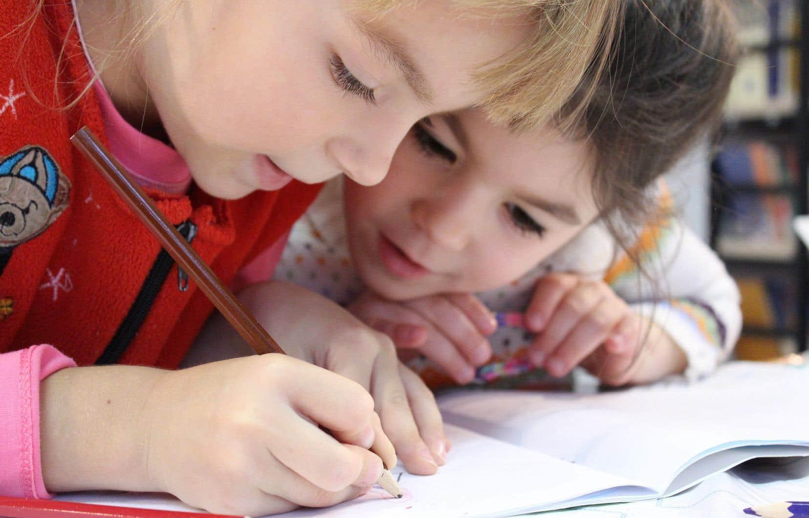 La distanciation physique entre enfants est impossible à faire respecter, considère l'autrice.