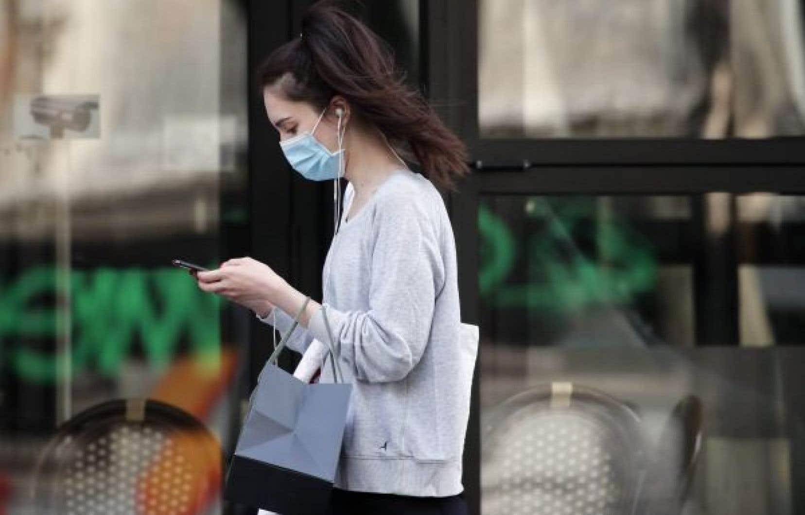 Avec le consentement des utilisateurs, les données remonteront aux autorités de santé publique, ce qui leur permettra de mieux comprendre la façon dont la maladie se propage et de se préparer à l'arrivée éventuelle d'une deuxième vague.