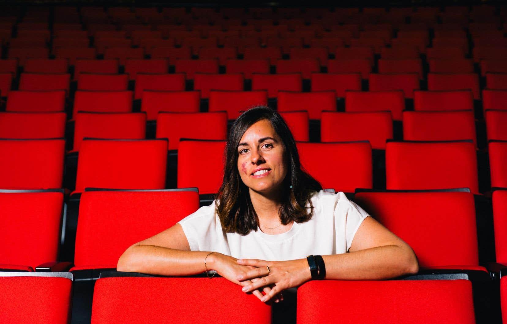 Julie Beaudoin n'a pas mis de temps à avoir la piqûre du spectacle pour enfants lorsqu'elle a intégré l'entreprise d'économie sociale L'école et les arts.