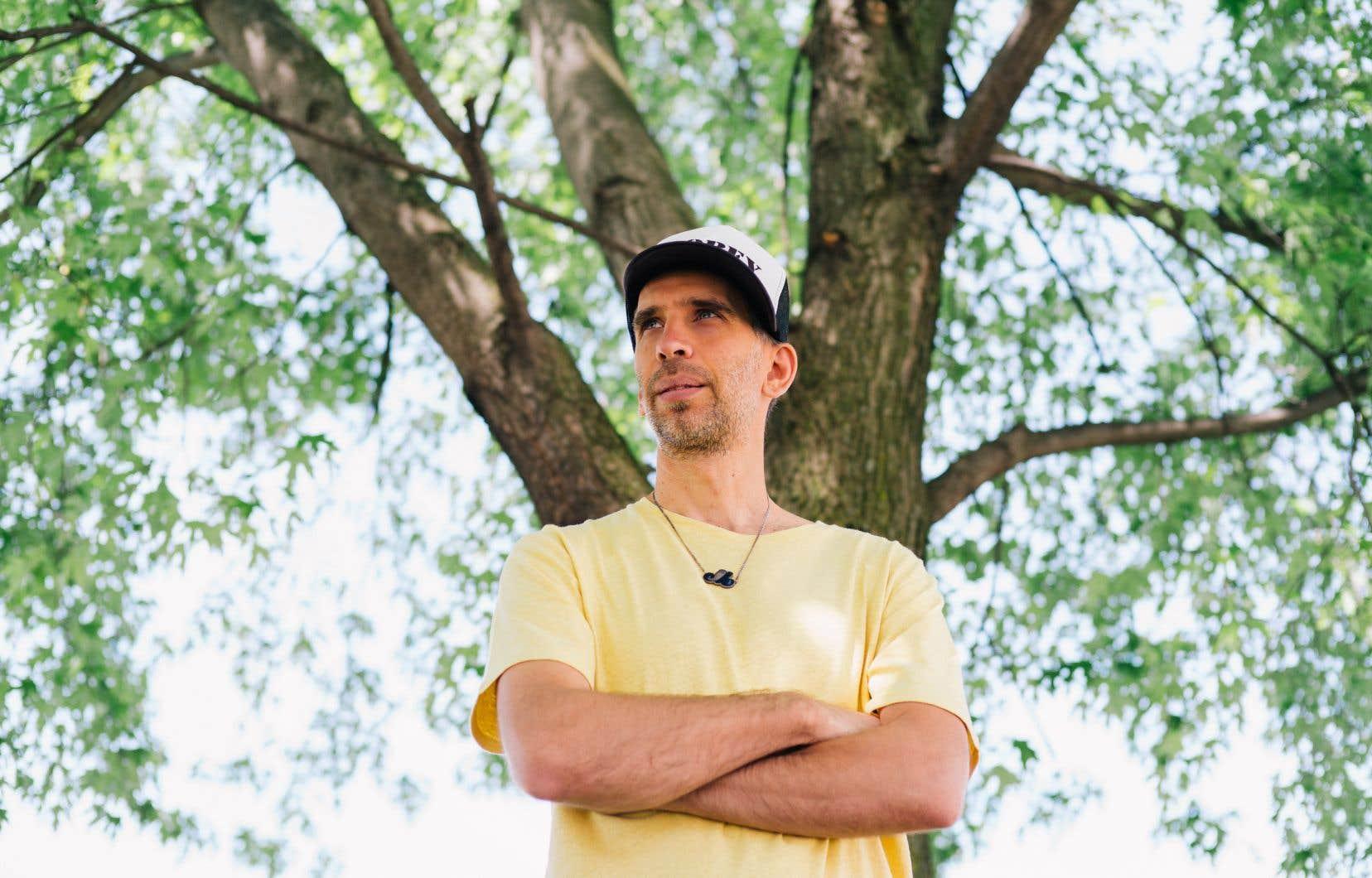 Poirier revient avec un nouvel album surprenant, loin des rythmes qu'on lui connaît, mais dont la gestation fut difficile.
