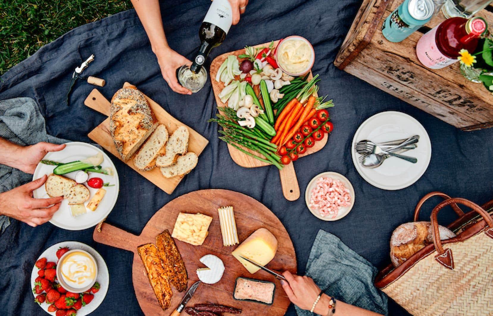 Difficile d'imaginer manière plus conviviale que le pique-nique pour partager un repas entre amis par les temps qui courent.