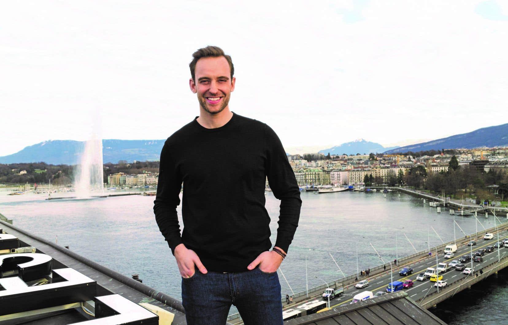 L'action de ce nouveau roman se déroule à Genève, sa ville natale. Est-ce cette proximité de l'écrivain avec cette ville et son milieu qui fait que les personnages du roman deviennent presque caricaturaux?