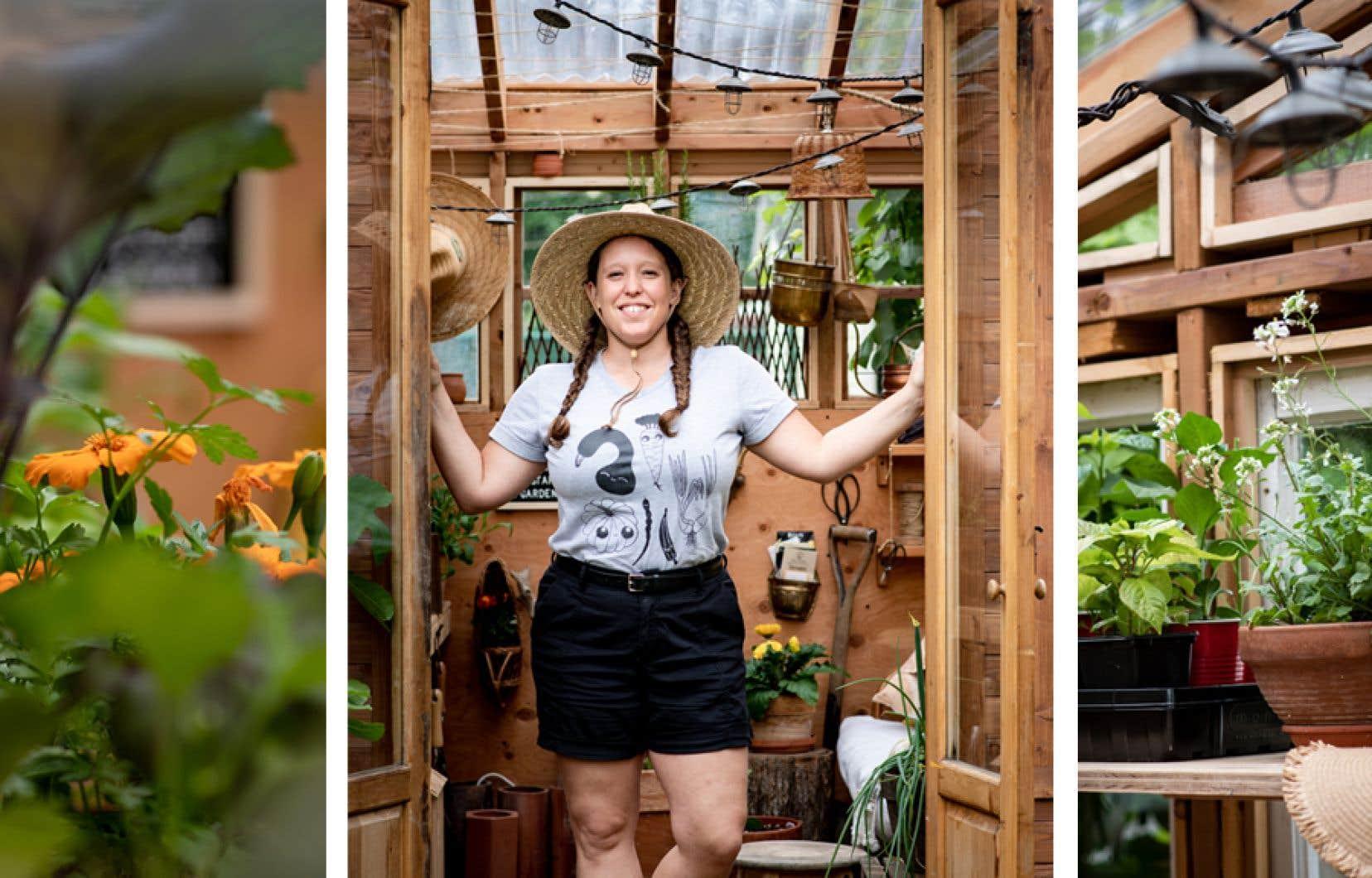 Patricia Gagnon dans sa serre aménagée dans sa cour arrière