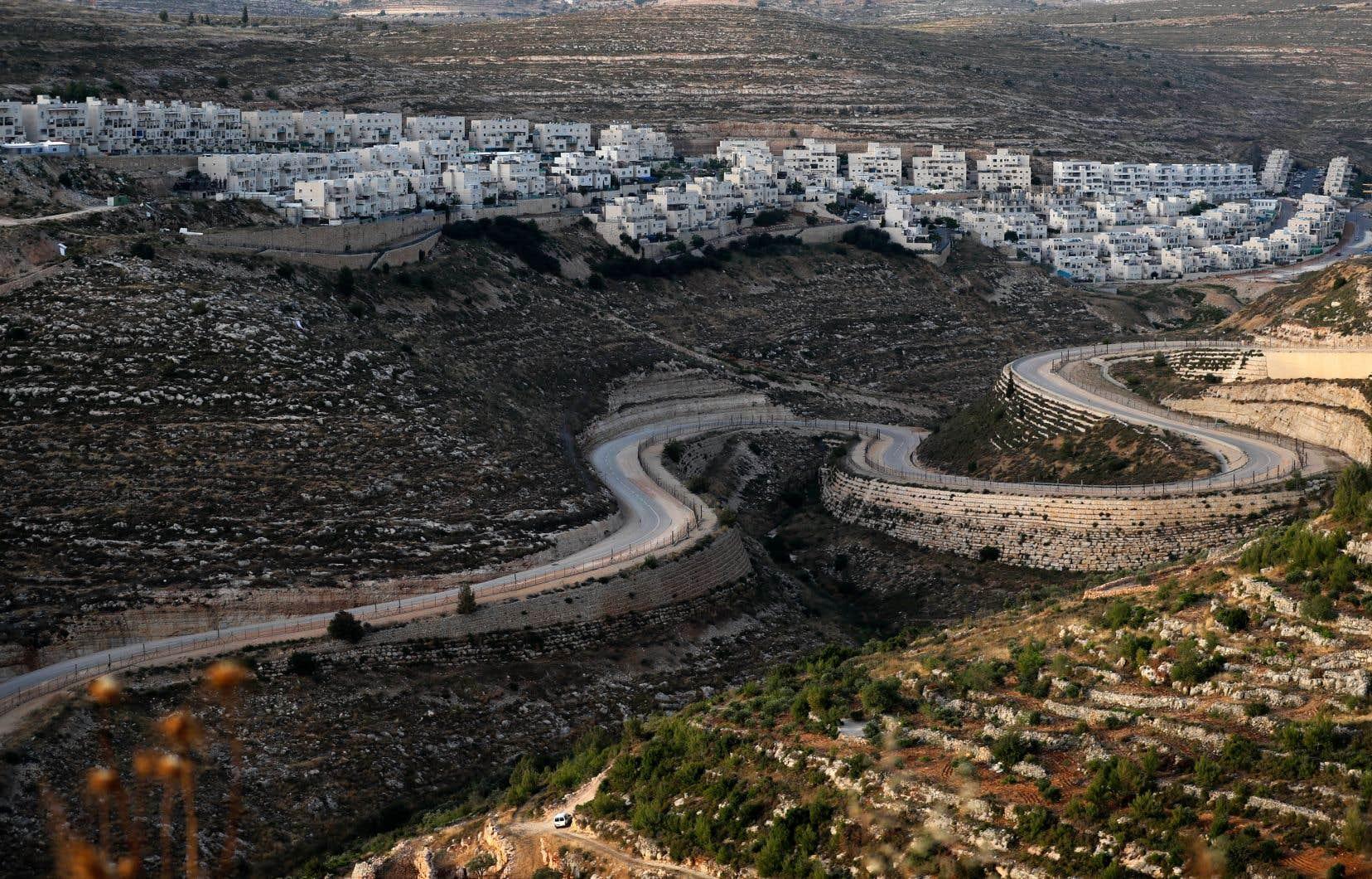Le premier ministre israélien, Benjamin Nétanyahou, présentera le 1er juillet la mise en œuvre du plan américain de résolution du conflit israélo-palestinien, qui prévoit l'annexion par Israël de la vallée du Jourdain et des colonies juives en Cisjordanie occupée. Sur la photo, la colonie juive de Givat Zeev, près de Ramallah, en Cisjordanie.