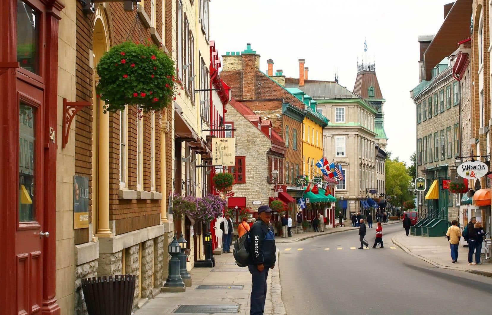 «Pourquoi ne pas profiter de la relâche touristique due à la pandémie pour peu à peu repeupler les quartiers du Vieux-Québec», s'interroge l'auteur.