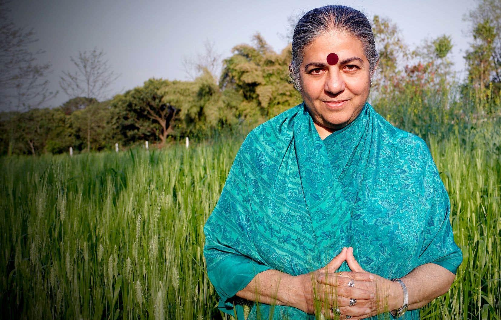 «Je ne suis pas fatiguée de répéter la vérité. Je trouve qu'elle est très rafraîchissante», lance l'écoféministe et scientifique Vandana Shiva.