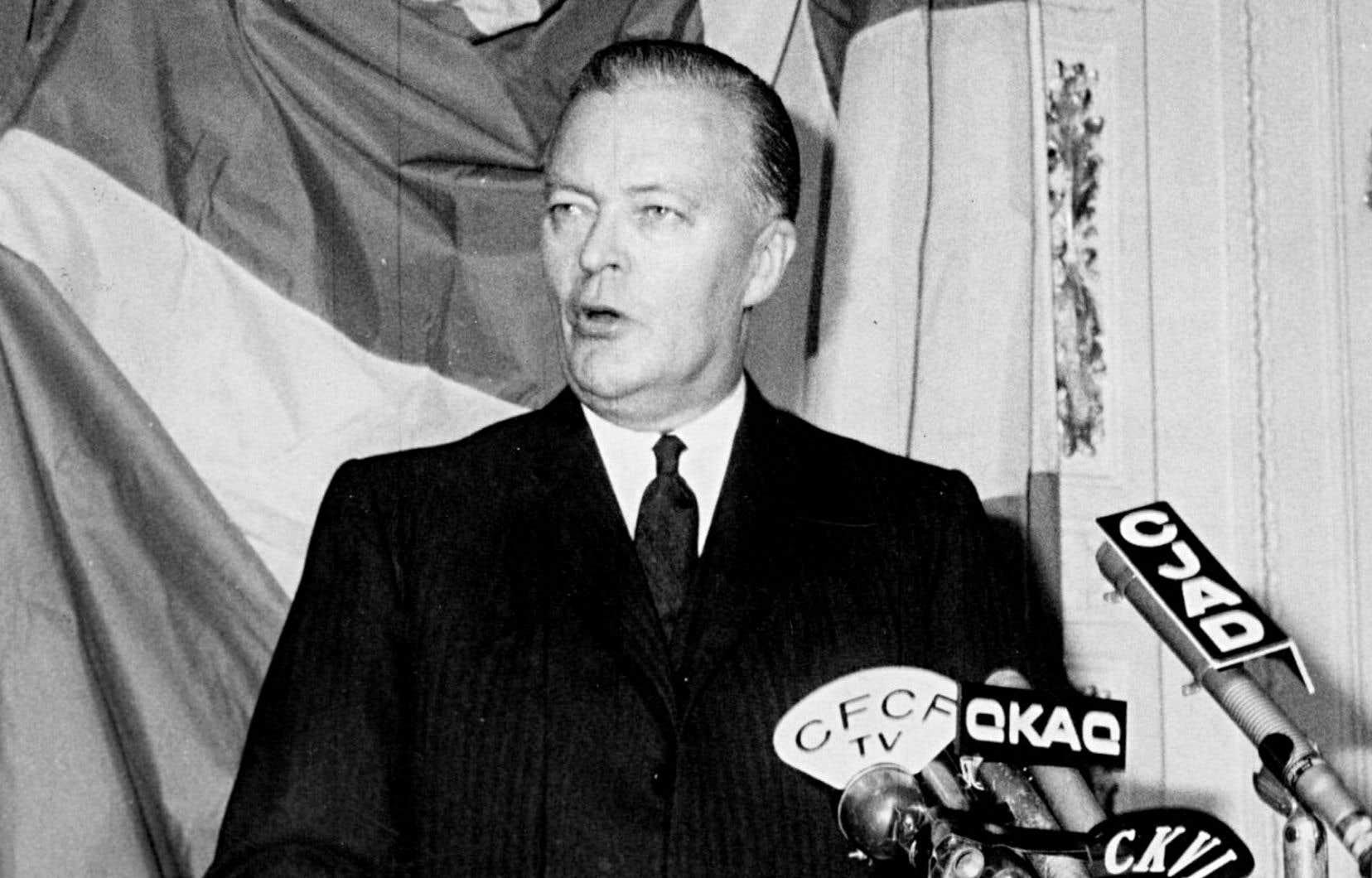 Lorsque Jean Lesage est élu premier ministre du Québec, il est déjà un vieux routier de la politique fédérale, habitué des effets de toge et de poses de voix dignes des concours oratoires des collèges classiques dont il est un produit.