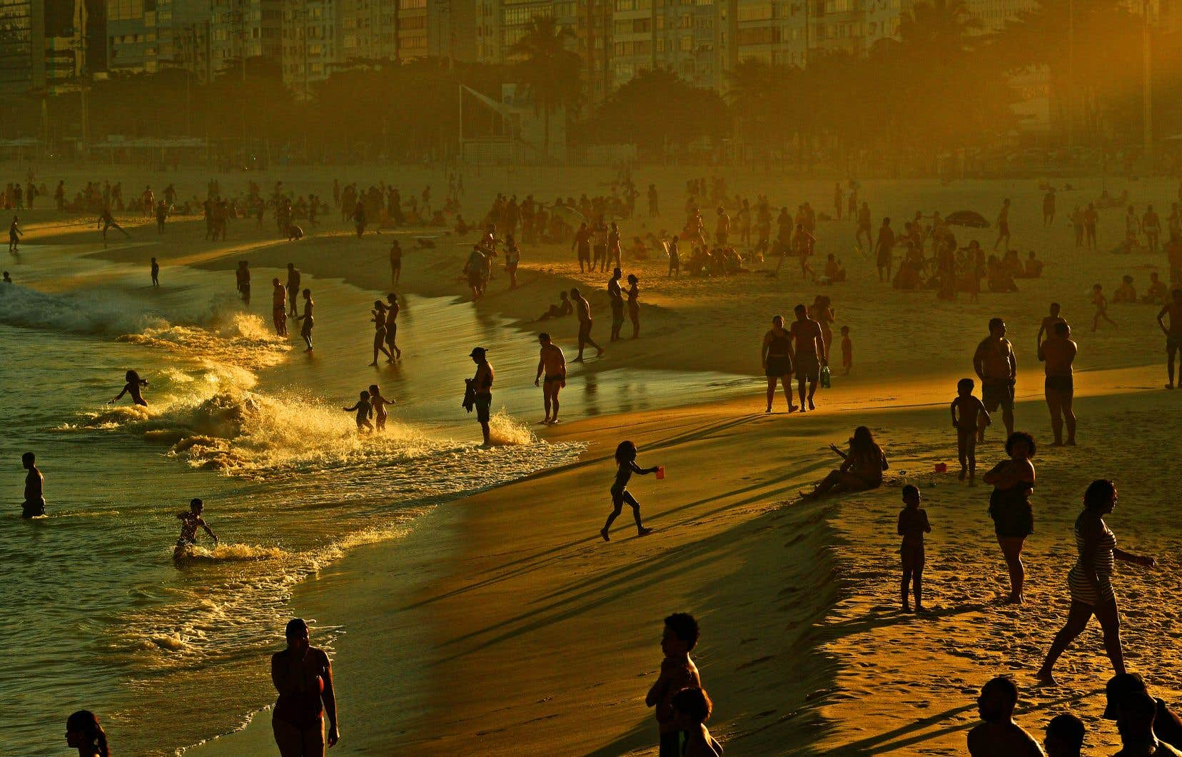 Le bilan a dépassé dimanche 50000 morts au Brésil, le deuxième pays le plus endeuillé du monde derrière les États-Unis.