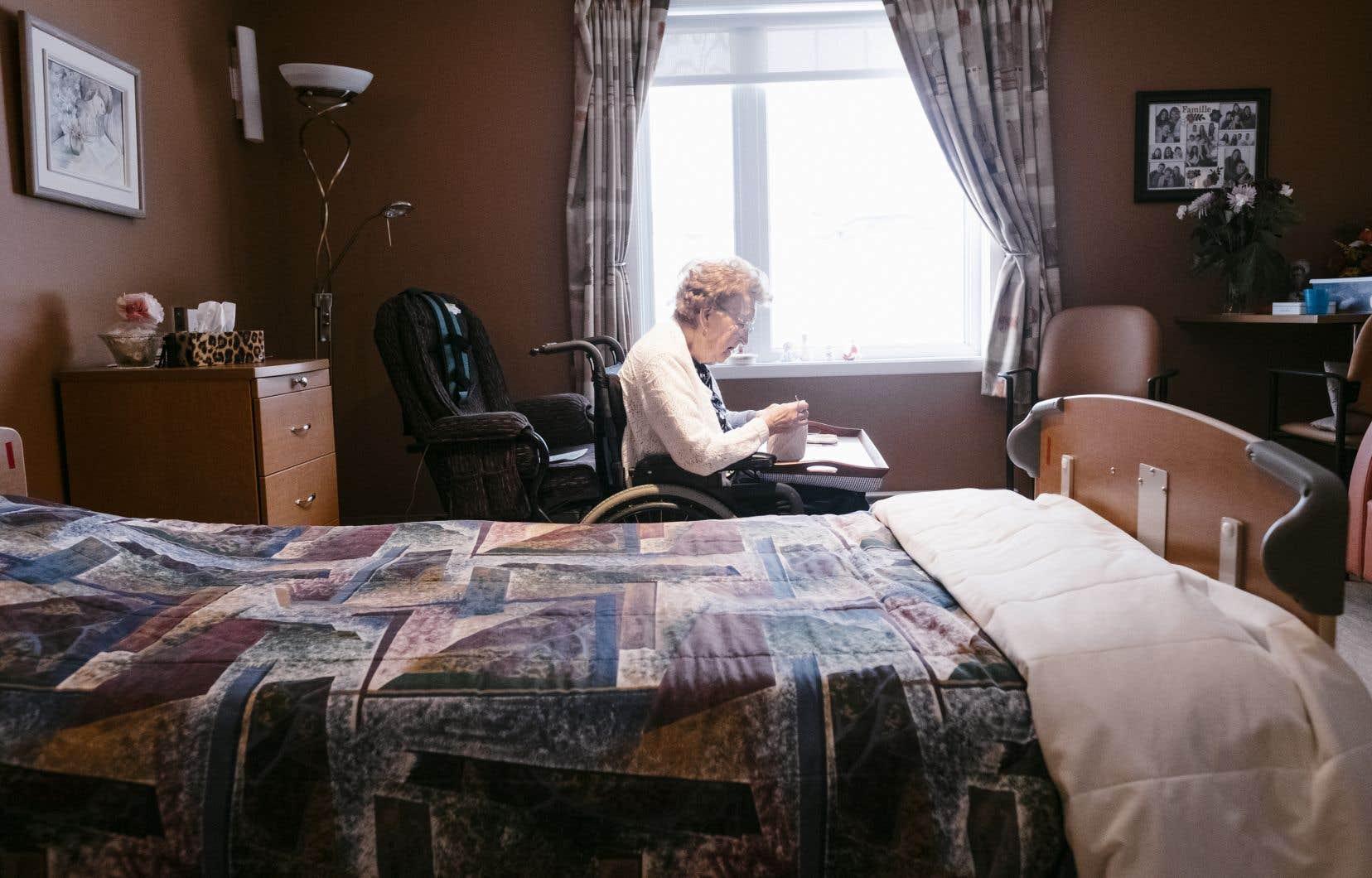 «Les résidences privées pour aînés autonomes et semi-autonomes prolifèrent au Québec parce qu'il y a peu de solutions qui s'offrent aux personnes âgées qui souhaitent demeurer chez elles, tout en n'ayant pas la charge d'une propriété privée», écrivent les auteurs.