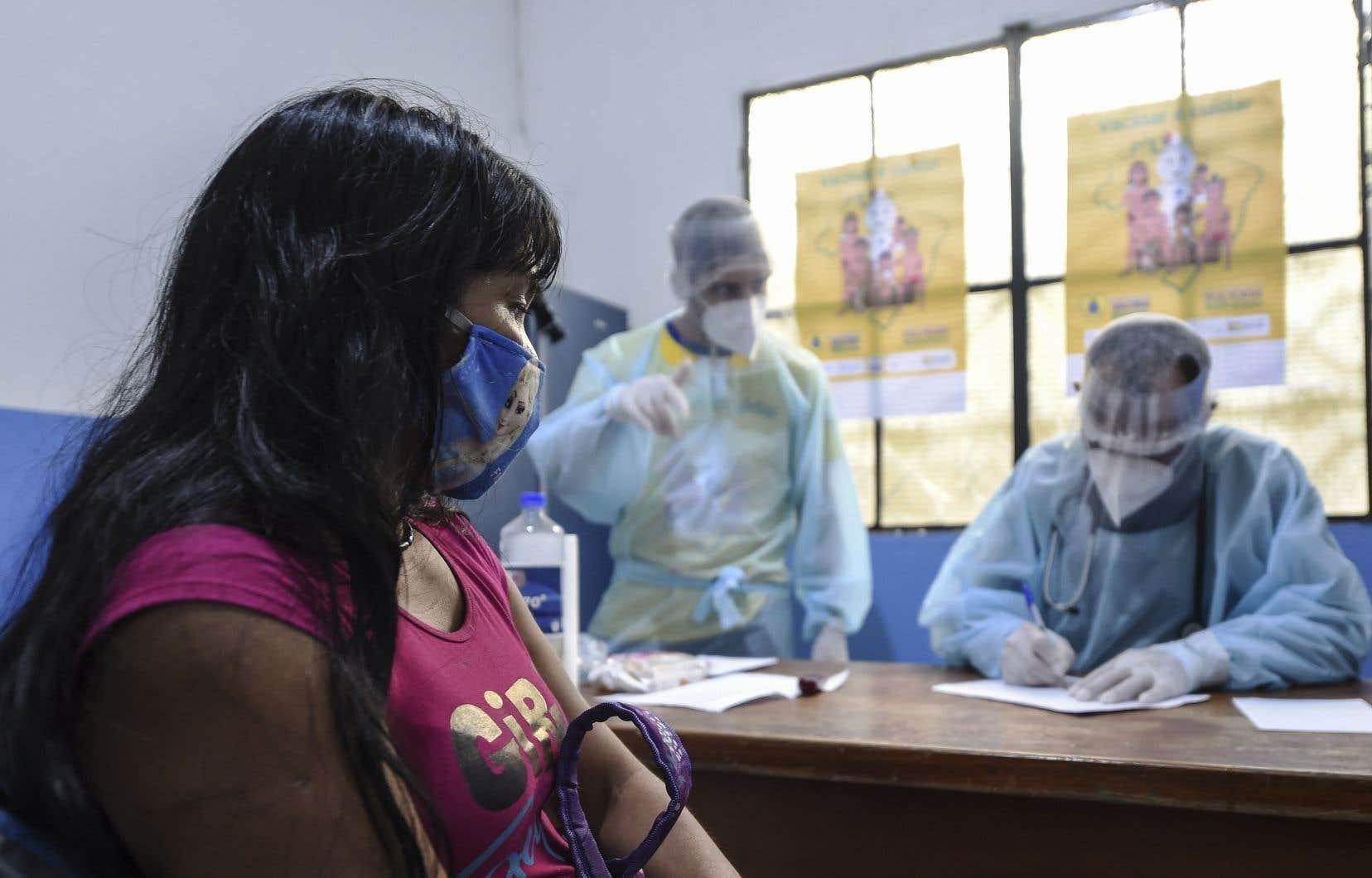 Le Brésil se trouve à la deuxième place des pays les plus endeuillés par la COVID-19.