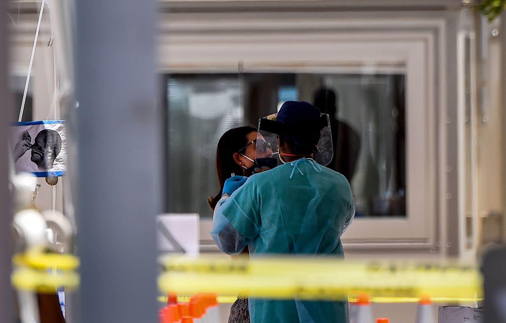 Mercredi, la Floride, État très touristique, a enregistré un nouveau record de nouvelles infections avec le chiffre de 5508. Il avait passé lundi la barre des 100 000 cas détectés de coronavirus.