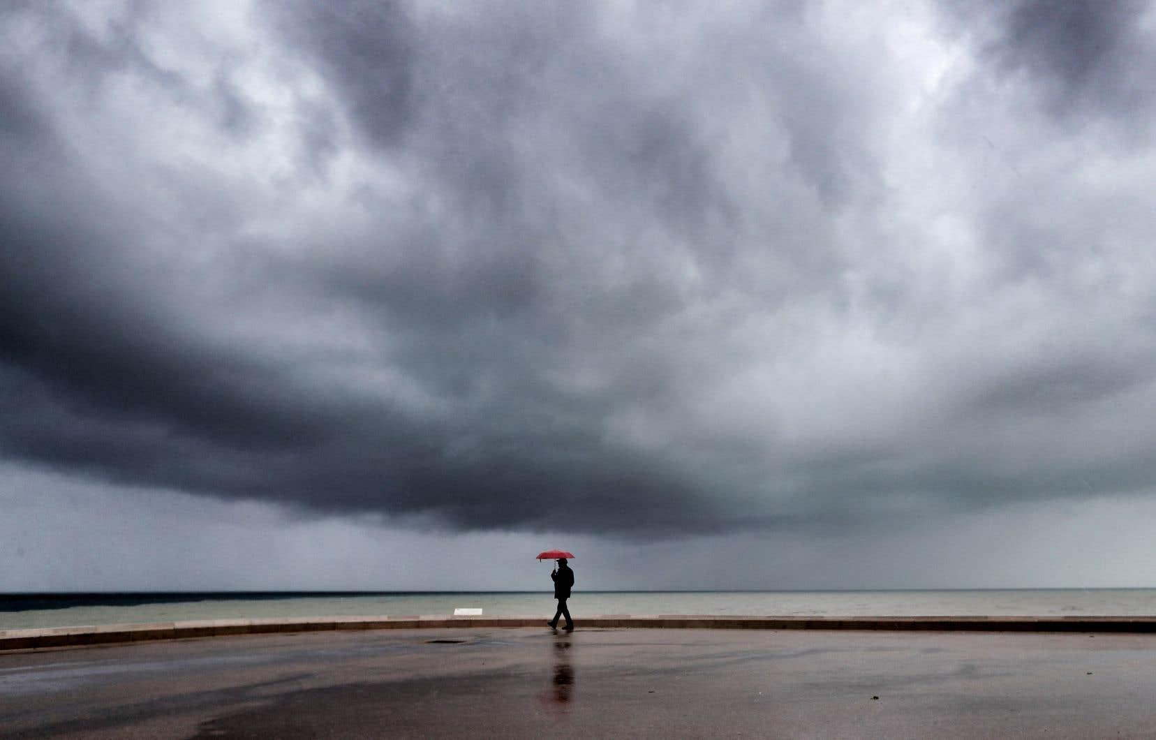 Le poète Christian Girard a surgi afin de nous alerter de ce que la météo nous réserve pour les prochaines semaines. Soyons francs, il serait étonnant que la chaîne MétéoMédia s'empresse de l'embaucher.