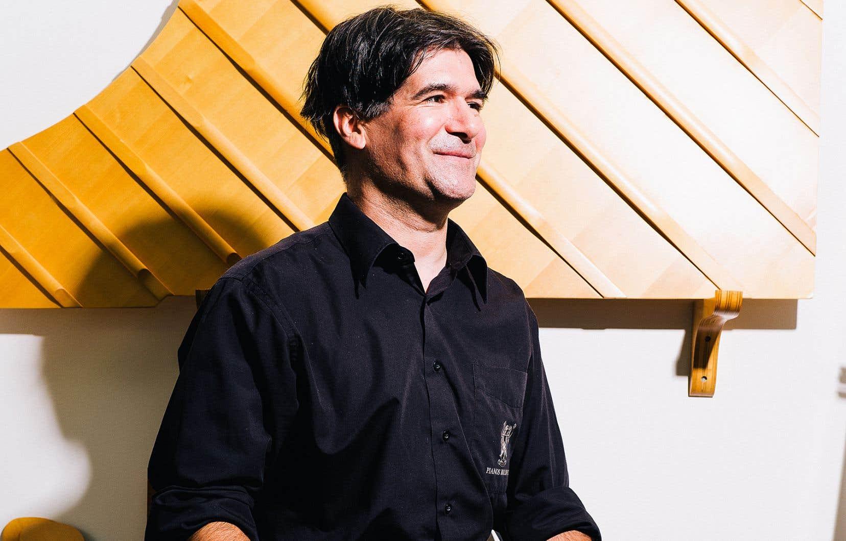 On n'y pense pas lorsqu'on prend place au Gesù, à l'Upstairs ou à la salle Wilfrid-Pelletier, mais le technicien accordeur de piano est un maillon essentiel à la réussite d'un concert où cet instrument est requis. Francis Rivard, pianiste formé à la musique classique puis en interprétation jazz à l'université, exerce ce métier depuis une vingtaine d'années.