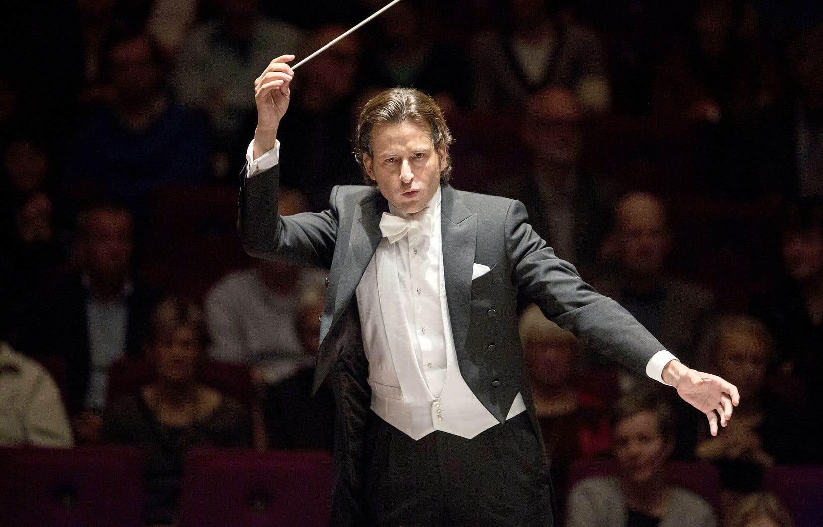 Les nominationsde Klaus Mäkelä, à la tête de l'Orchestre de Paris, de Gustavo Gimeno (notre photo) à l'Orchestre symphonique de Toronto, et de Cristian Macelaru, à la direction musicale de l'Orchestre national de France ont toutes causé la surprise.