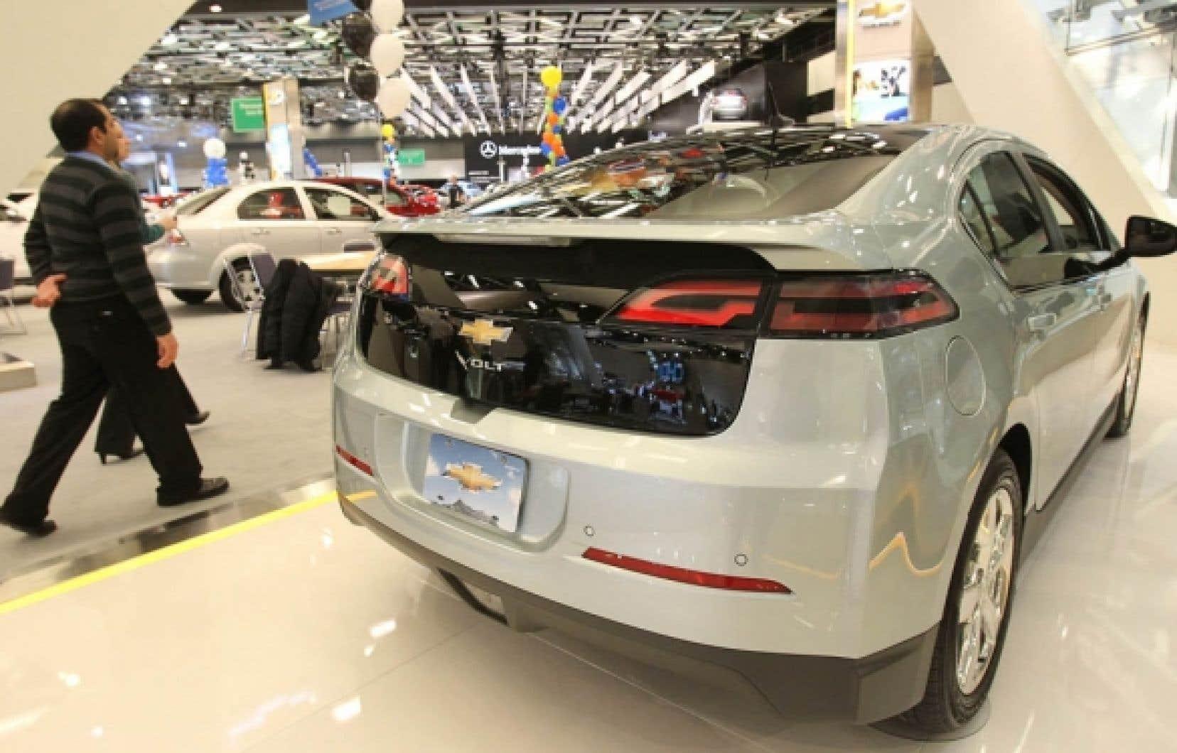 Le Salon de l'auto de Montréal présente la voiture électrique de Chevrolet, la Volt. <br />