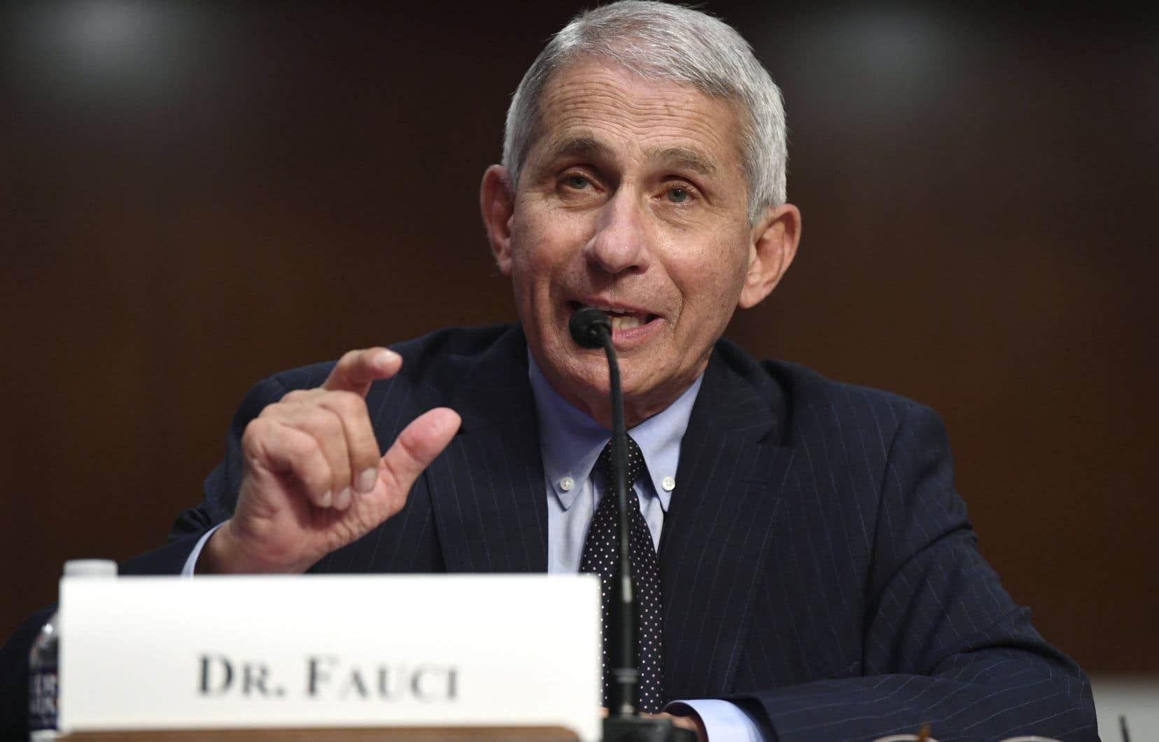 <p>Le docteur Fauci a déploré le «tout ou rien» pratiqué par nombre d'Américains: soit complètement confinés, soit «dans les bars, sans masques, sans éviter les foules, sans pratiquer la distanciation physique».</p>