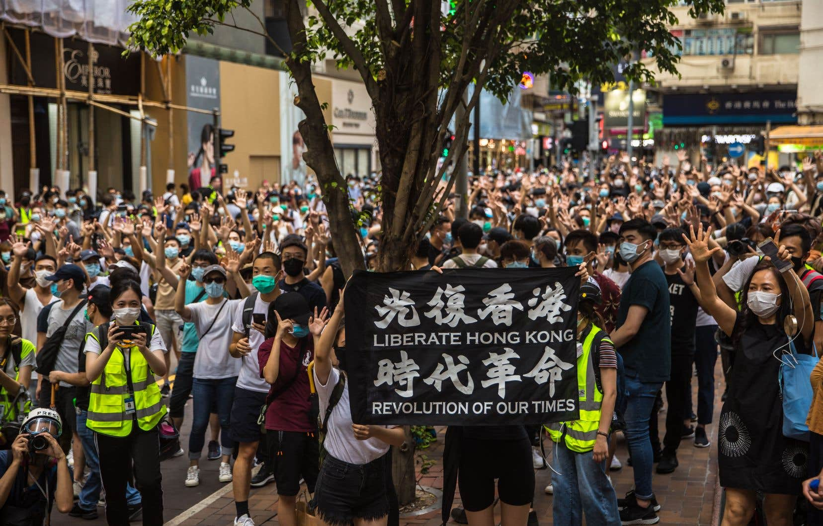 <p>Des milliers de Hongkongais se sont rassemblés pour marquer le 23e anniversaire de la rétrocession de l'ex-colonie britannique à la Chine.</p>