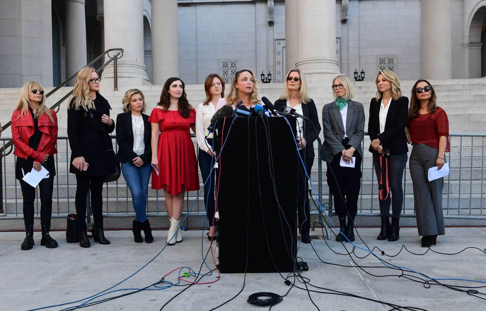 Louisette Geiss (au micro), l'une des femmes à l'origine de la plainte en nom collectif contre Harvey Weinstein, s'est félicitée de la création d'un fonds qui permettra d'indemniser «beaucoup de victimes qui ont perdu leur carrière, et beaucoup plus».