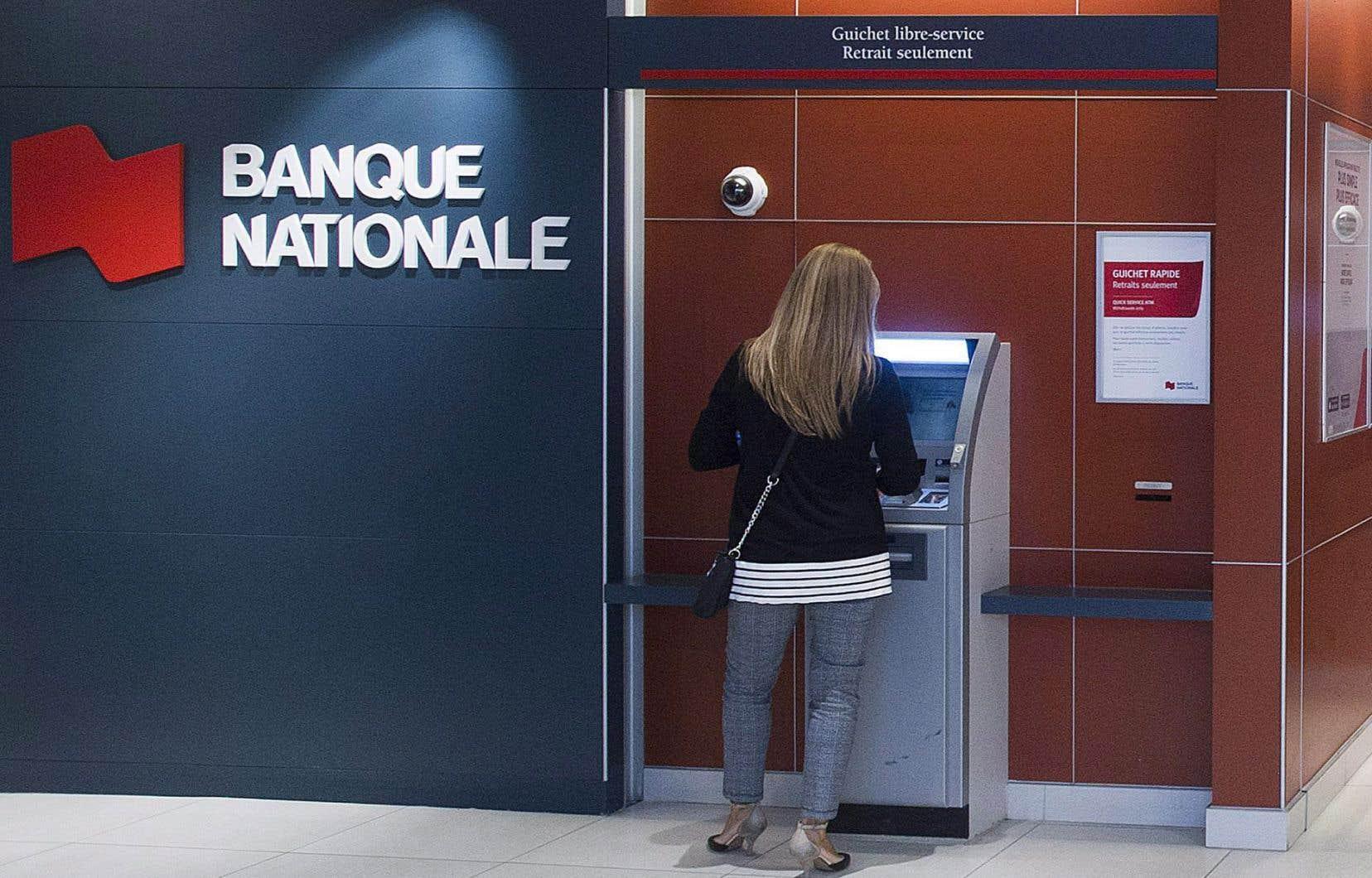 Pour le mois de juillet, la Banque Nationale, le groupe coopératif Desjardins et la Banque Laurentienne n'effectueront pas de placement publicitaire sur Facebook et Instagram.