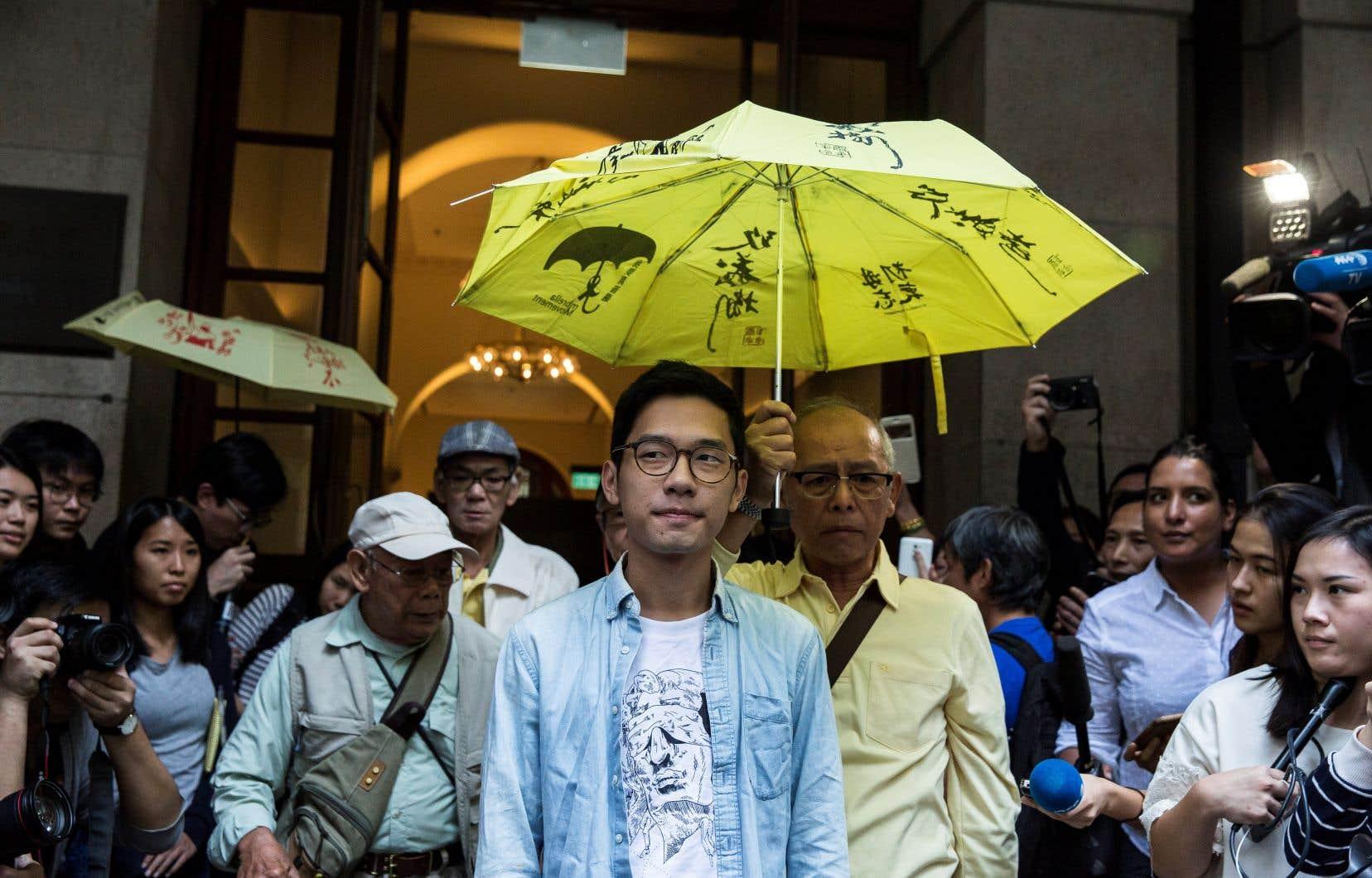L'activiste Nathan Law, photographié en octobre 2017, s'est enfui jeudi de Hong Kong par crainte d'être arrêté par les forces de l'ordre.