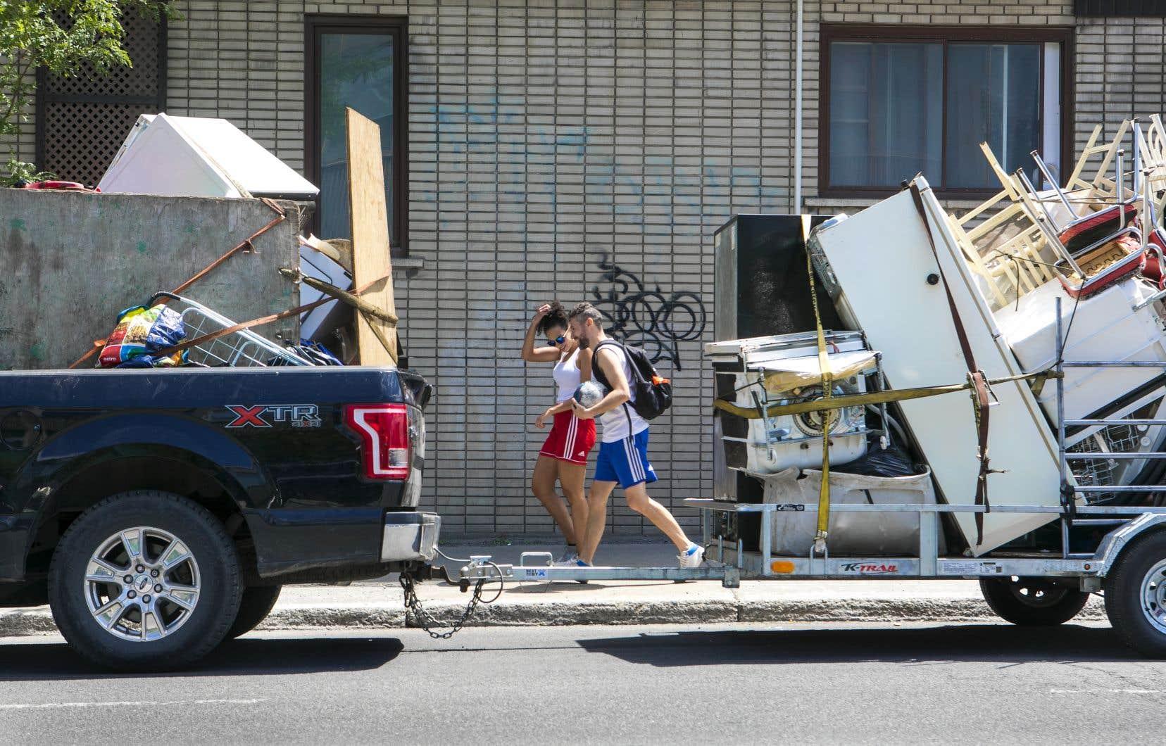 Le FRAPRU a constaté que 252 des 357 ménages qui ont dû être hébergés dans des hôtels ou chez des proches faute d'avoir pu signer un bail étaient dans la grande région de Montréal.
