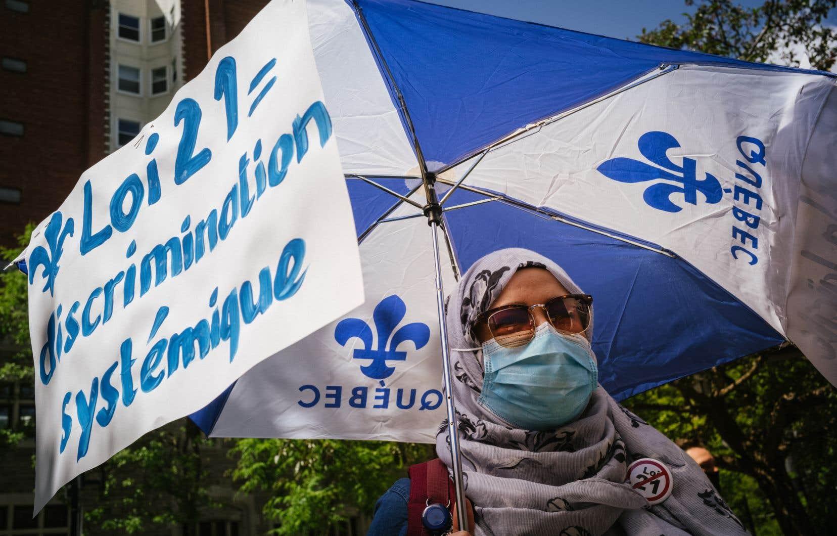 Manifestation contre la loi 21 à Montréal