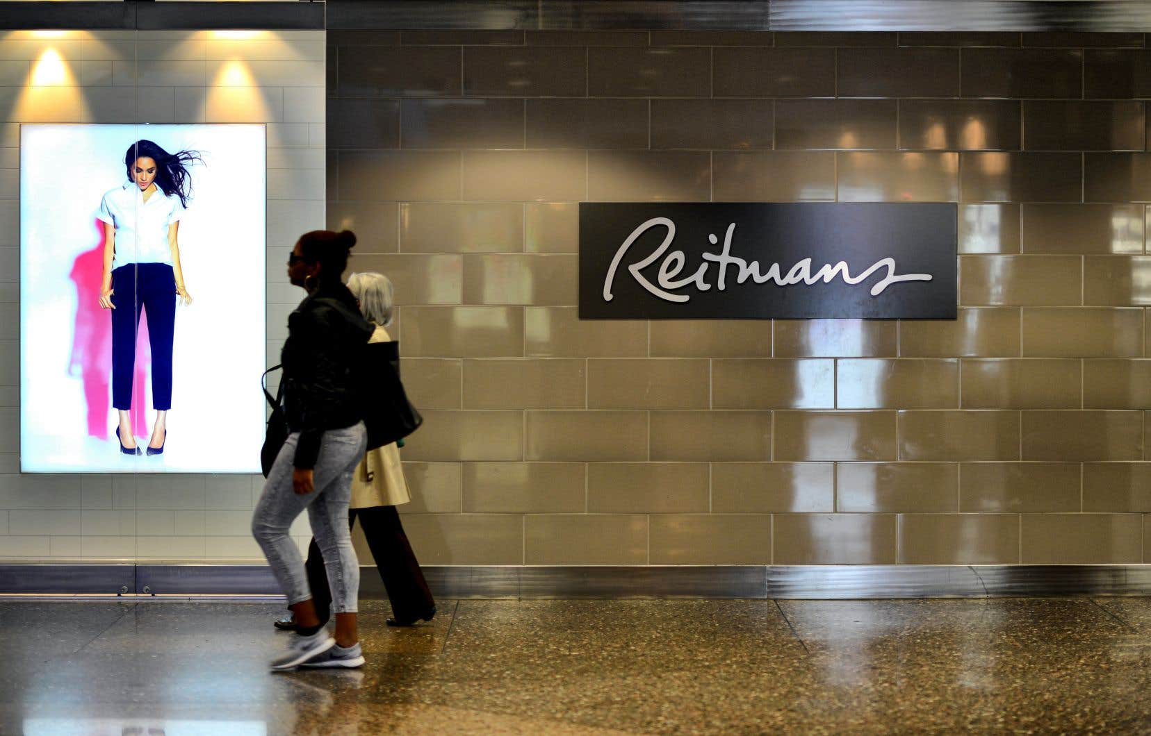 Reitmans (Canada) a annoncé le mois dernier la fermeture de deux de ses chaînes de magasins et la mise à pied d'environ 1400 travailleurs.