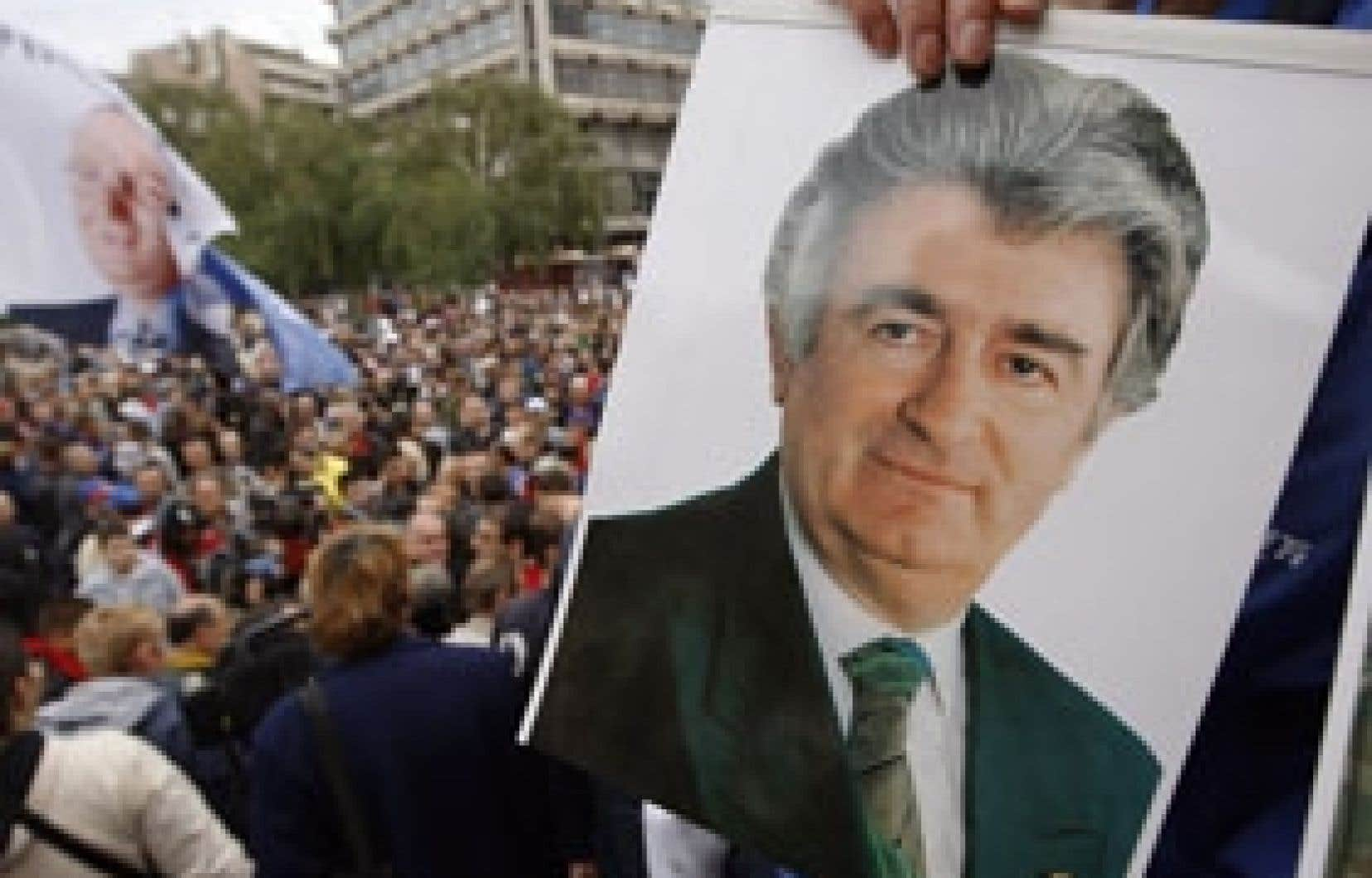 Les partisans de Radovan Karadzic ont de nouveau manifesté hier à Belgrade.