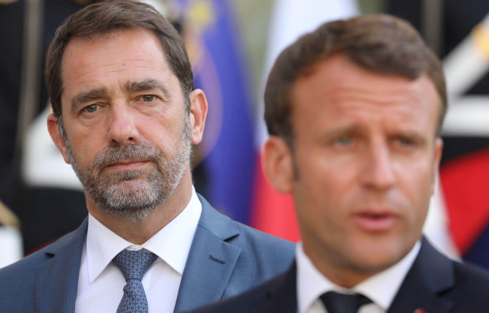 Le ministre de l'Intérieur de la précédente équipe, Christophe Castaner, un très proche d'Emmanuel Macron, mais qui s'était mis à dos les policiers, est remplacé par Gérald Darmanin, qui était auparavant en charge des Comptes publics.