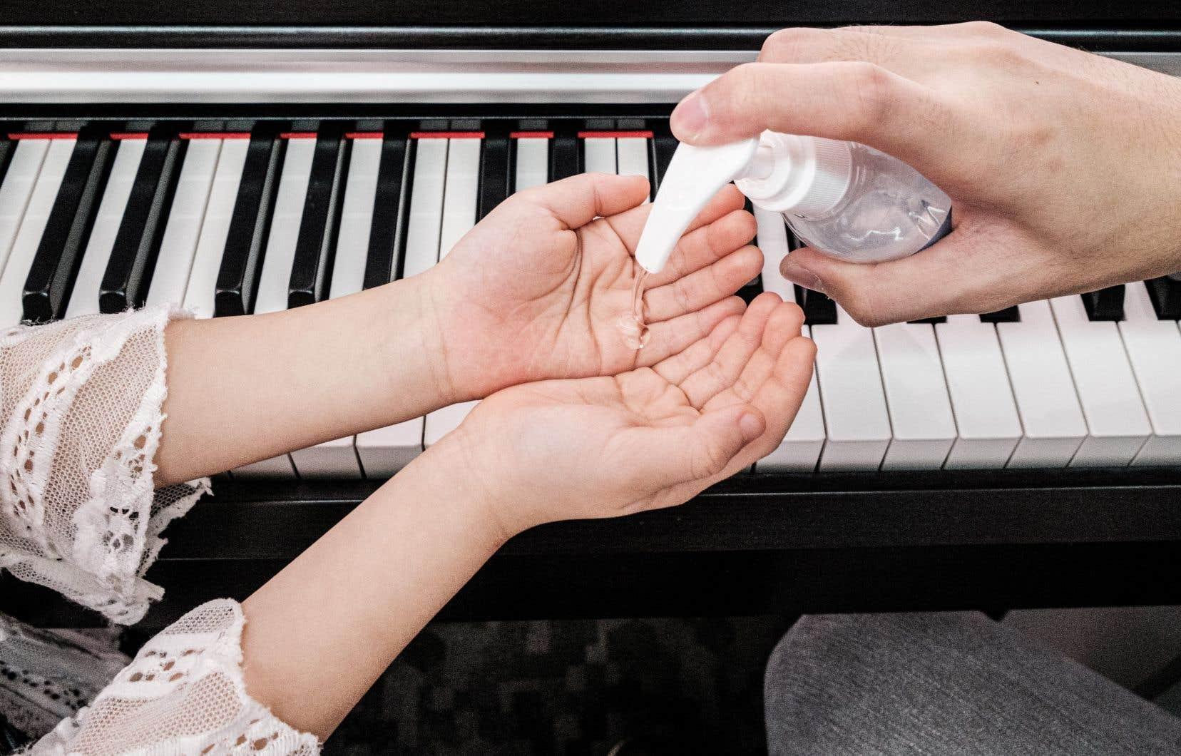 Quatre associations de musiciens demandent l'uniformisation des consignes entre la Direction de santé publique, la Commission des normes, de l'équité, de la santé et de la sécurité du travail et le ministère de l'Éducation «pour permettre une reprise harmonieuse, réaliste et égalitaire de l'enseignement musical».