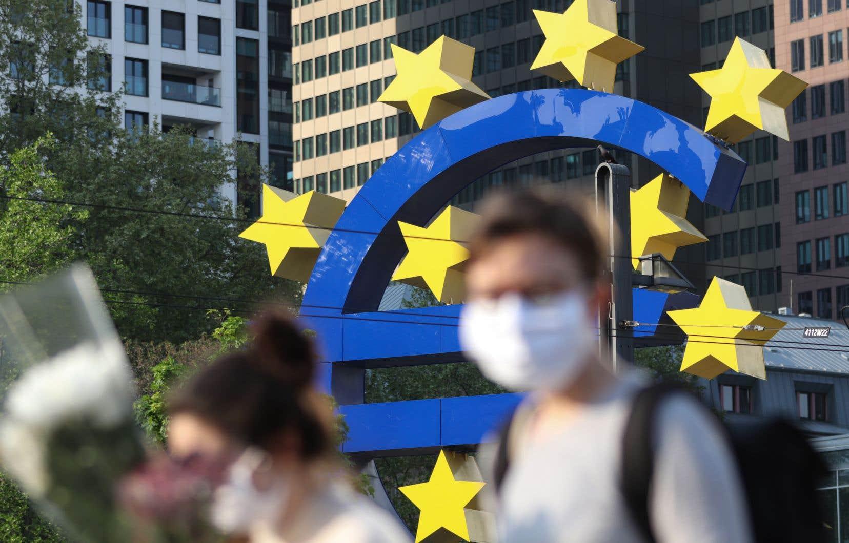 Trois pays — l'Italie, l'Espagne et la France — sont particulièrement touchés par cette récession, avec un PIB en recul de plus de 10% en 2020.