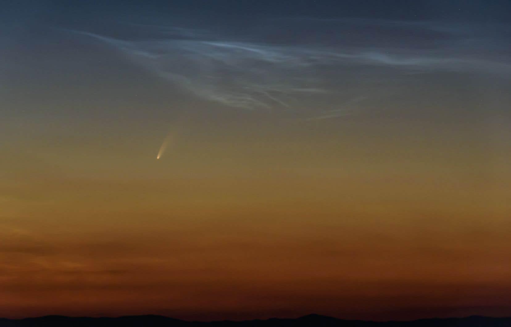 <p>À l'œil nu, le corps céleste apparaît comme une étoile un peu floue, environ cinq degrés au-dessus de l'horizon.</p>