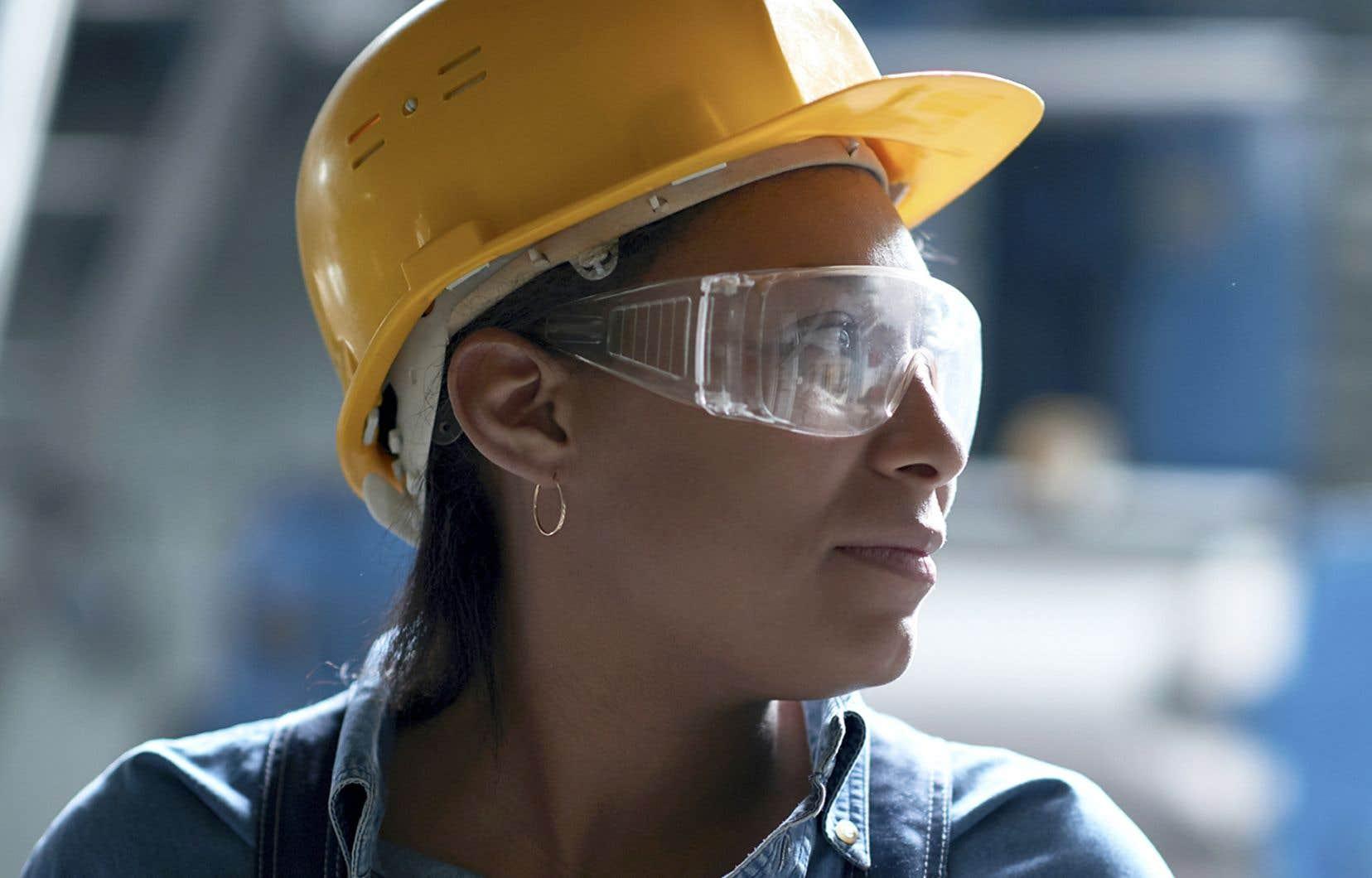 Les gains n'ont cependant pas été répartis également entre les hommes et les femmes, les premiers regagnant des emplois plus rapidement que les secondes.