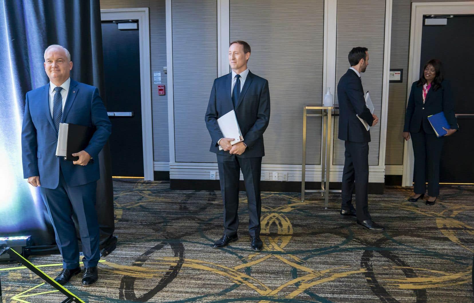 Erin O'Toole, Peter MacKay, Derek Sloan et Leslyn Lewis espèrent succéder à Andrew Scheer à la tête du Parti conservateur du Canada.