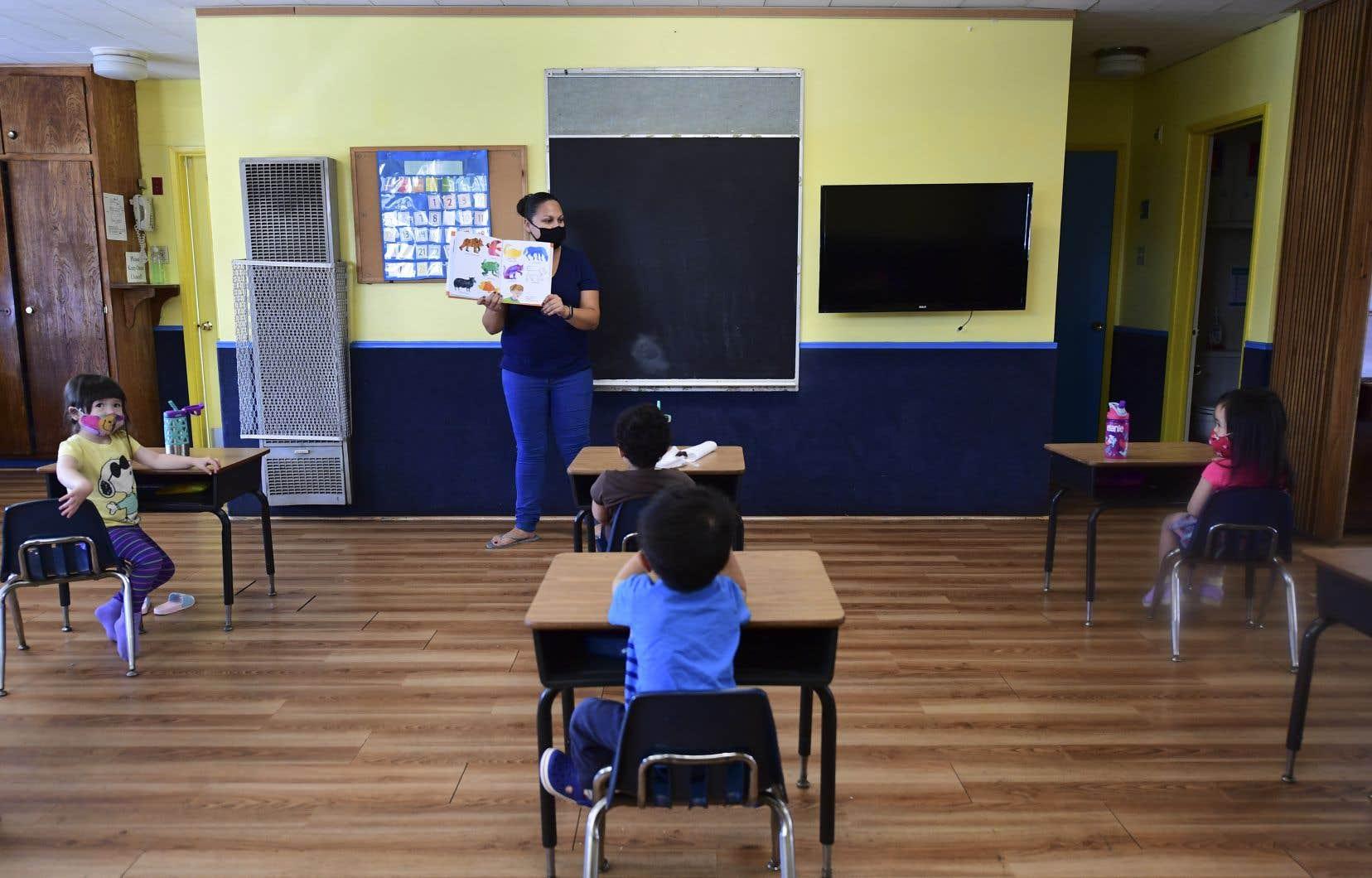 «J'exhorte toutes les écoles à ouvrir [à l'automne] et à proposer à leurs élèves des cours à plein temps», a déclaré sur CNN dimanche matin la ministre américaine de l'Education Betsy DeVos, relayant l'appel présidentiel.